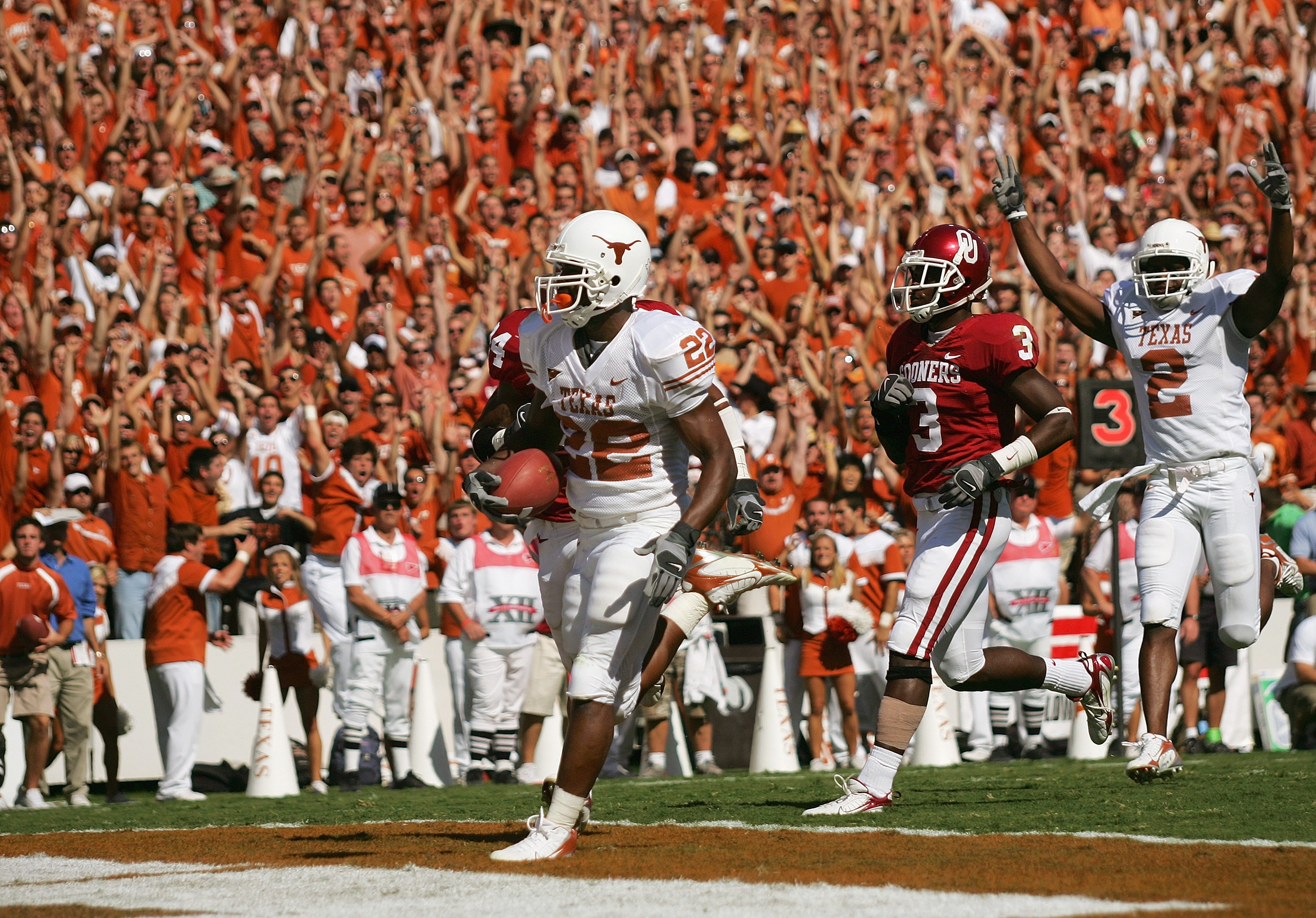 DALLAS - OCTOBER 7:  Running back Selvin Young #22 of the Texas Longhorns runs for a touchdown against the Oklahoma Sooners during the Red River Shootout at the Cotton Bowl on October 7, 2006 in Dallas, Texas. The Longhorns won 28-10. (Photo by Ronald Mar
