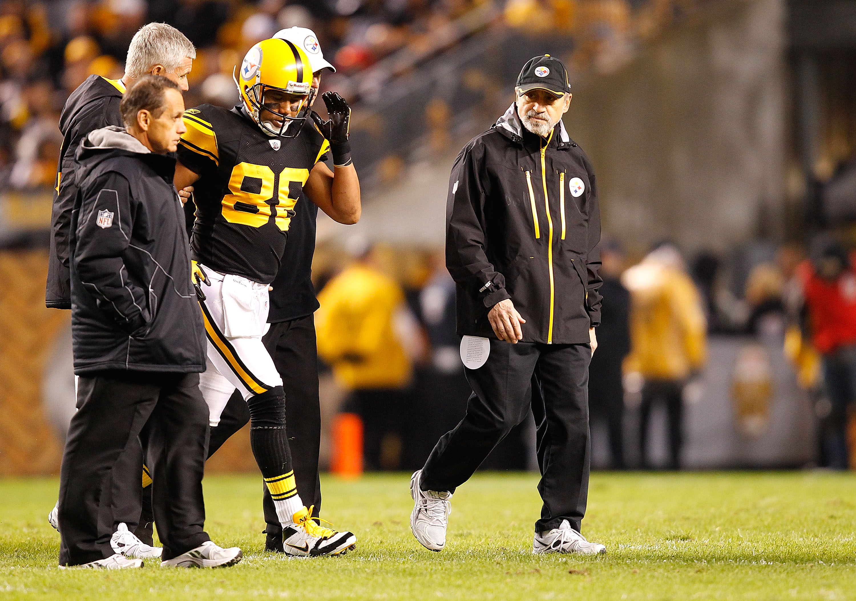 PITTSBURGH - NOVEMBER 14:  Hines Ward #86 of the Pittsburgh Steelers walks off of the field with help from the training staff after injuring himself during the game against the New England Patriots on November 14, 2010 at Heinz Field in Pittsburgh, Pennsy