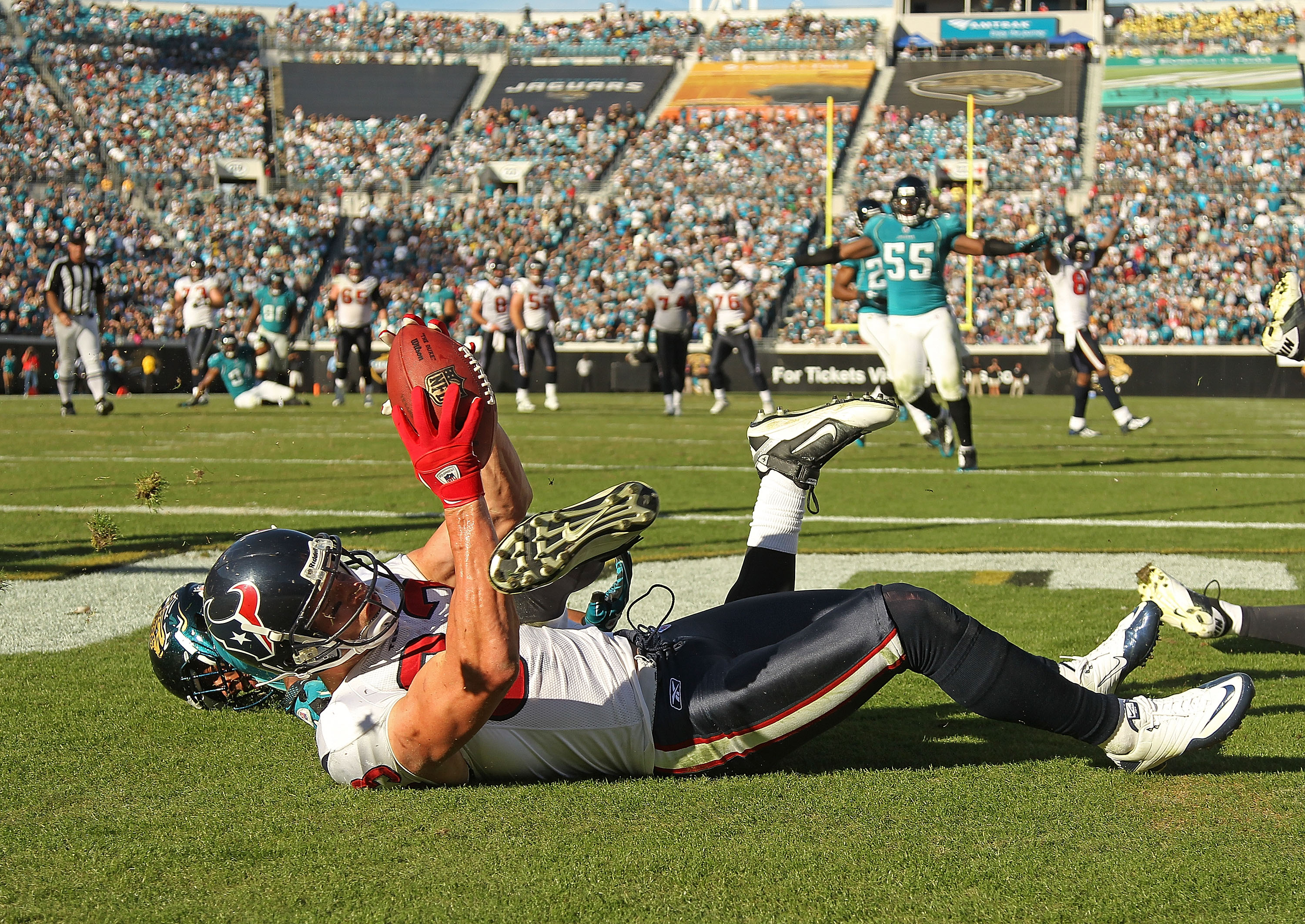 JACKSONVILLE, FL - NOVEMBER 14:  Kevin Walter #83 of the Houston Texans catches a touchdown pass during a game against the Jacksonville Jaguars at EverBank Field on November 14, 2010 in Jacksonville, Florida.  (Photo by Mike Ehrmann/Getty Images)