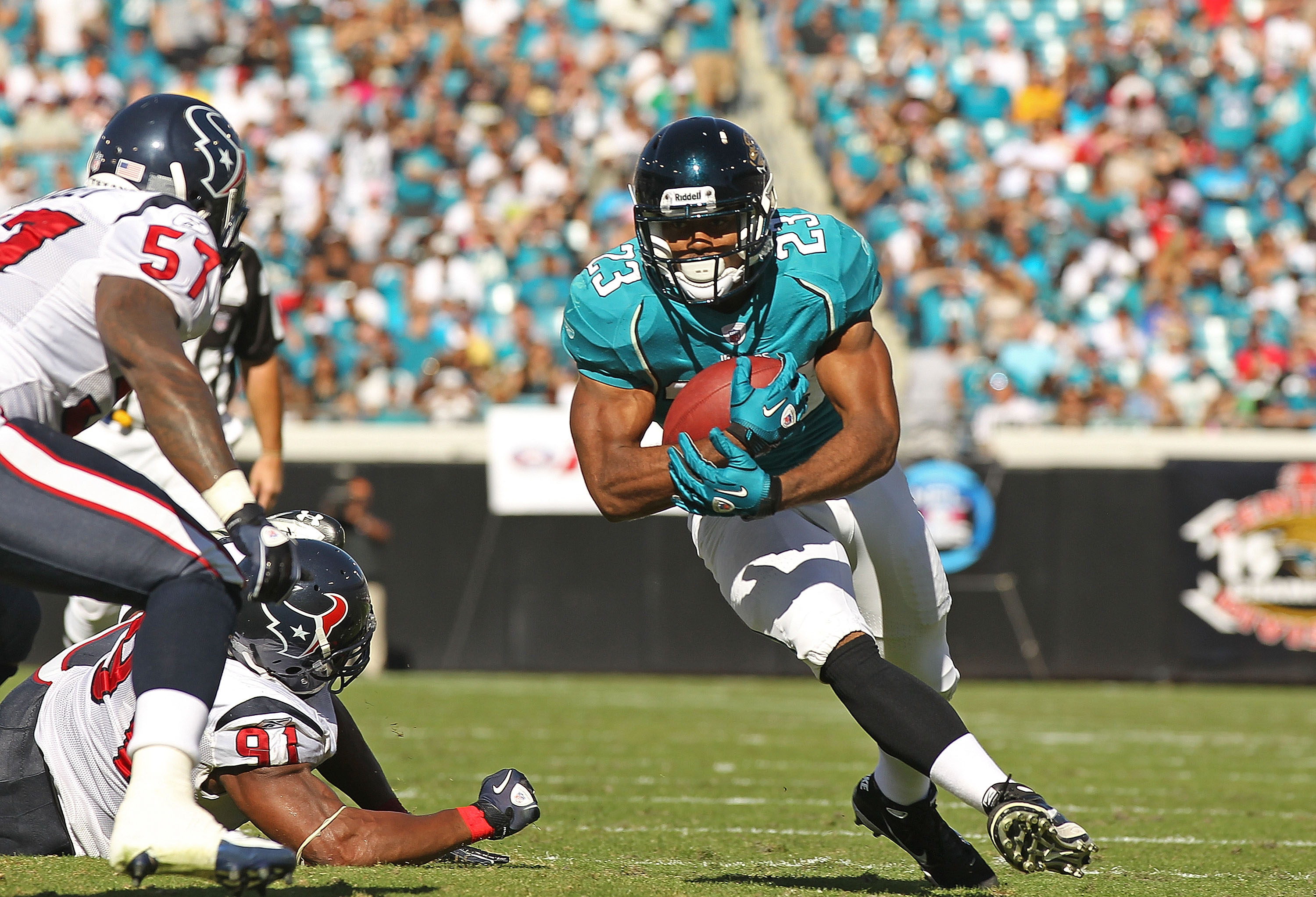 JACKSONVILLE, FL - NOVEMBER 14:  Rashad Jennings #23 of the Jacksonville Jaguars rushes during a game against the Houston Texans at EverBank Field on November 14, 2010 in Jacksonville, Florida.  (Photo by Mike Ehrmann/Getty Images)