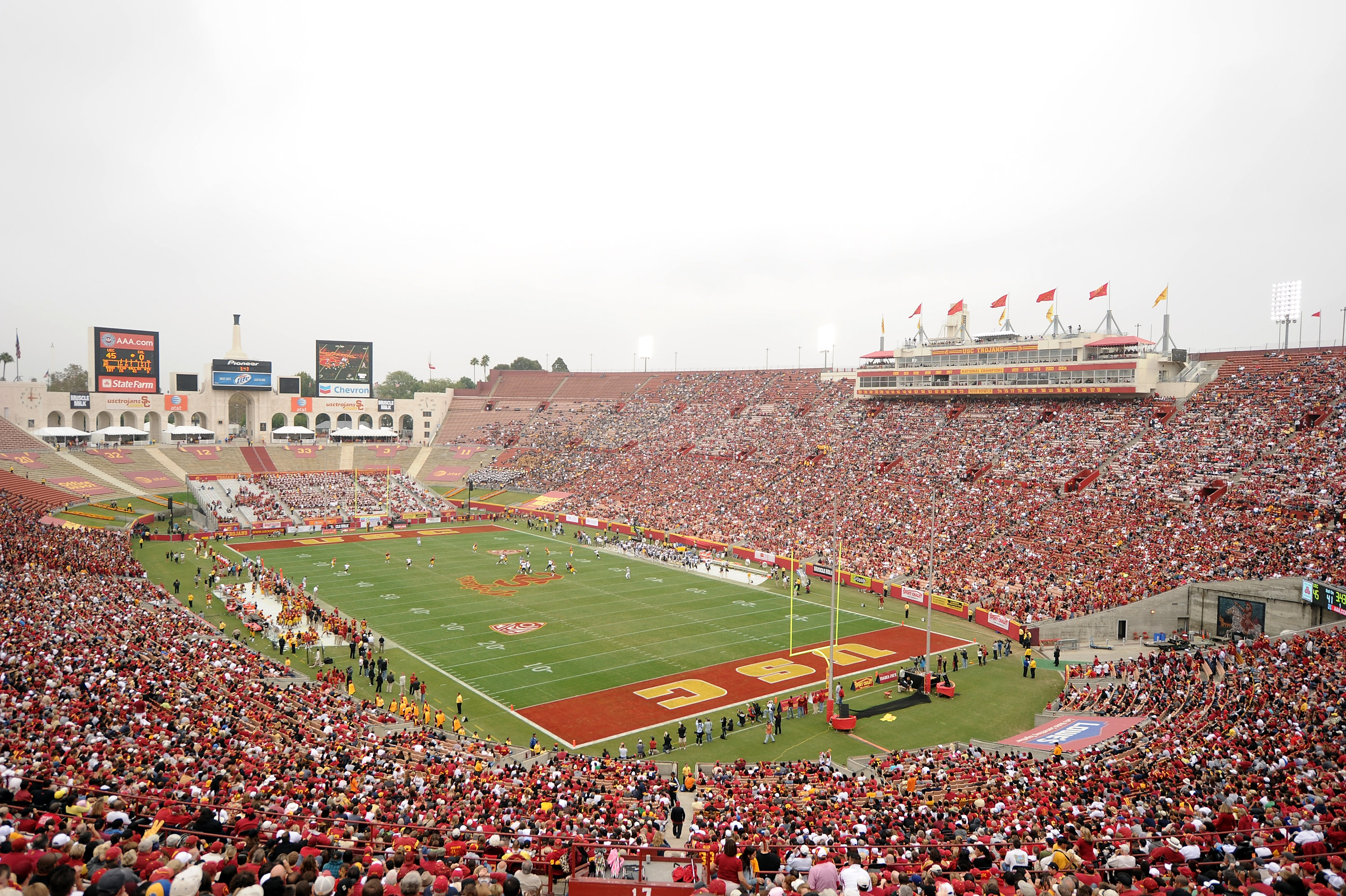 LOS ANGELES, CA - OCTOBER 16:  General View of the game between the California Golden Bears and the USC Trojans at Los Angeles Memorial Coliseum on October 16, 2010 in Los Angeles, California.  (Photo by Harry How/Getty Images)