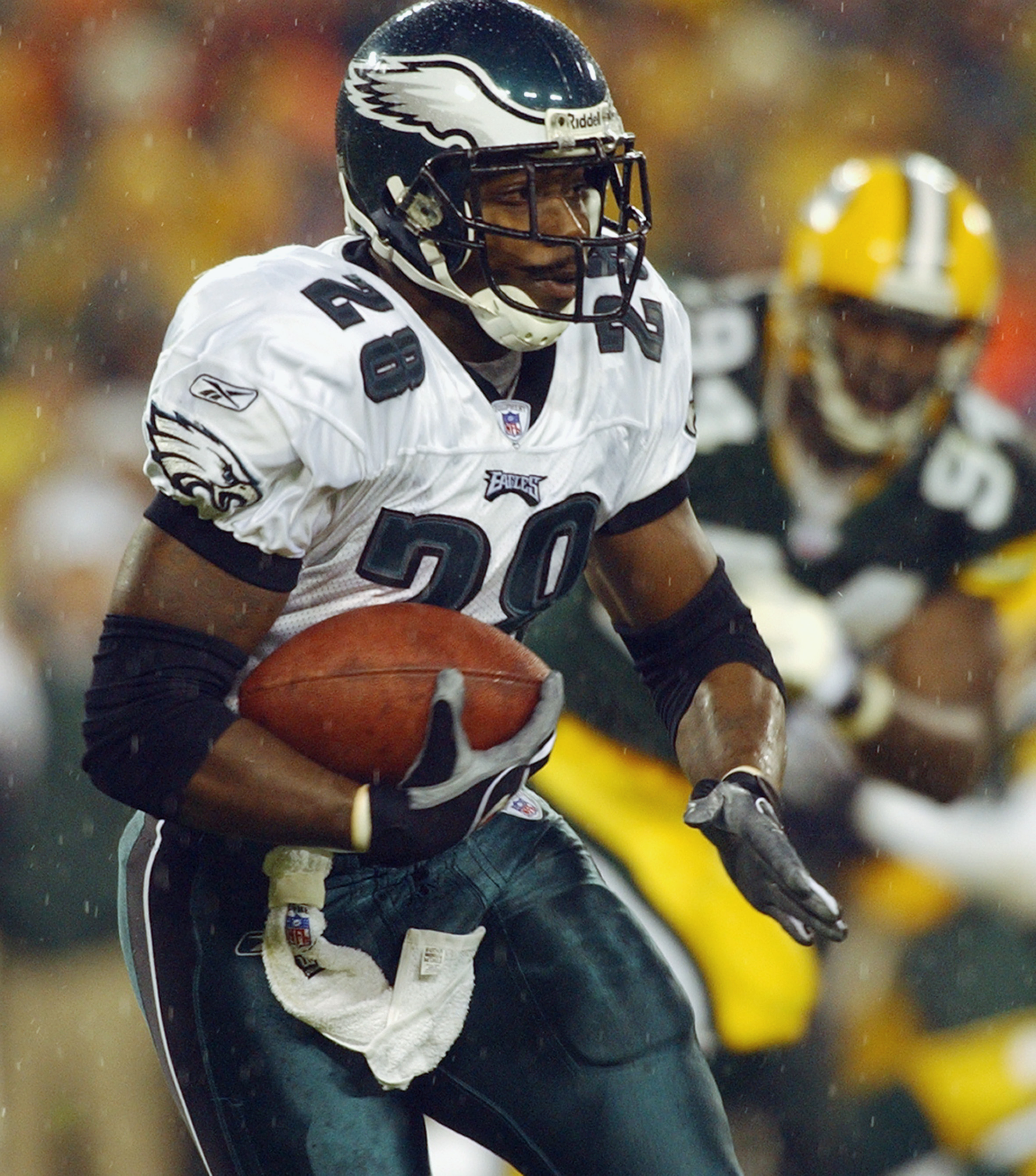 GREEN BAY, WI - NOVEMBER 10:  Running back Correll Buckhalter #28 of the Philadelphia Eagles runs the football against the Green Bay Packers on November 10, 2003 at Lambeau Field in Green Bay, Wisconsin. The Eagles defeated the Packers 17-14. (Photo by Jo
