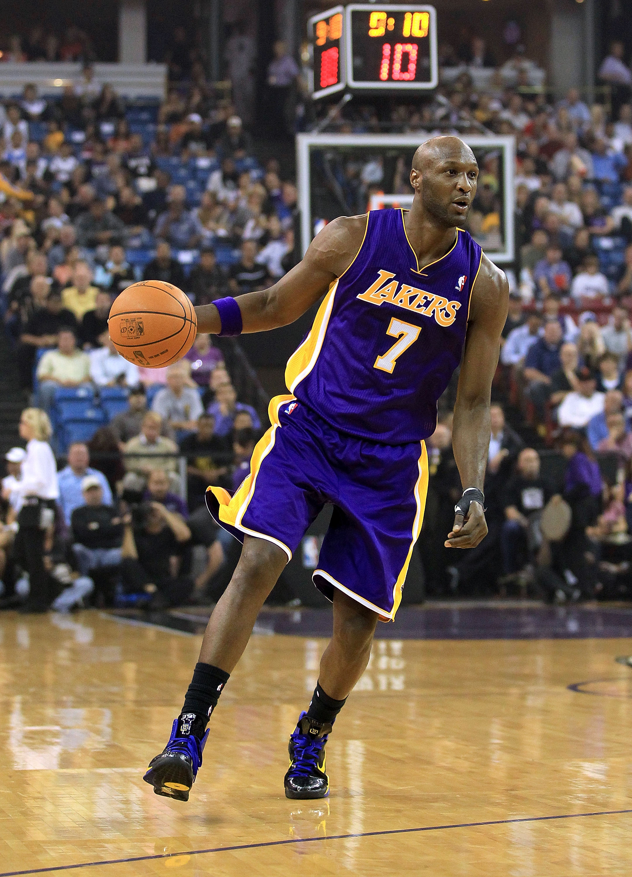 SACRAMENTO, CA - NOVEMBER 03:  Lamar Odom #7 of the Los Angeles Lakers in action against the Sacramento Kings at ARCO Arena on November 3, 2010 in Sacramento, California.  NOTE TO USER: User expressly acknowledges and agrees that, by downloading and or us