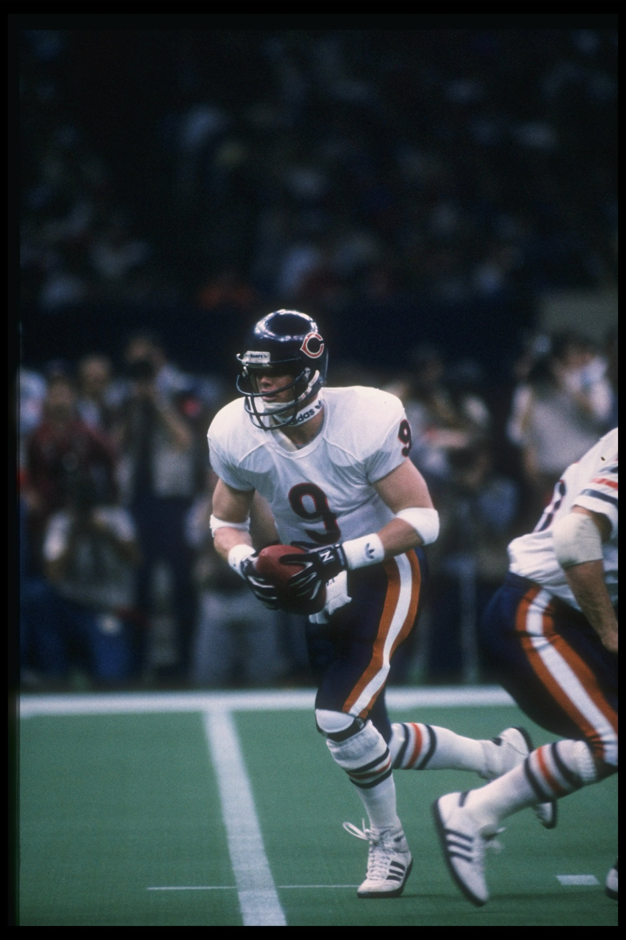 26 Jan 1986: Quarteback Jim McMahon of the Chicago Bears prepares to hand off the ball during Super Bowl XX against the New England Patriots at the Superdome in New Orleans, Louisiana. The Bears won the game, 46-10.