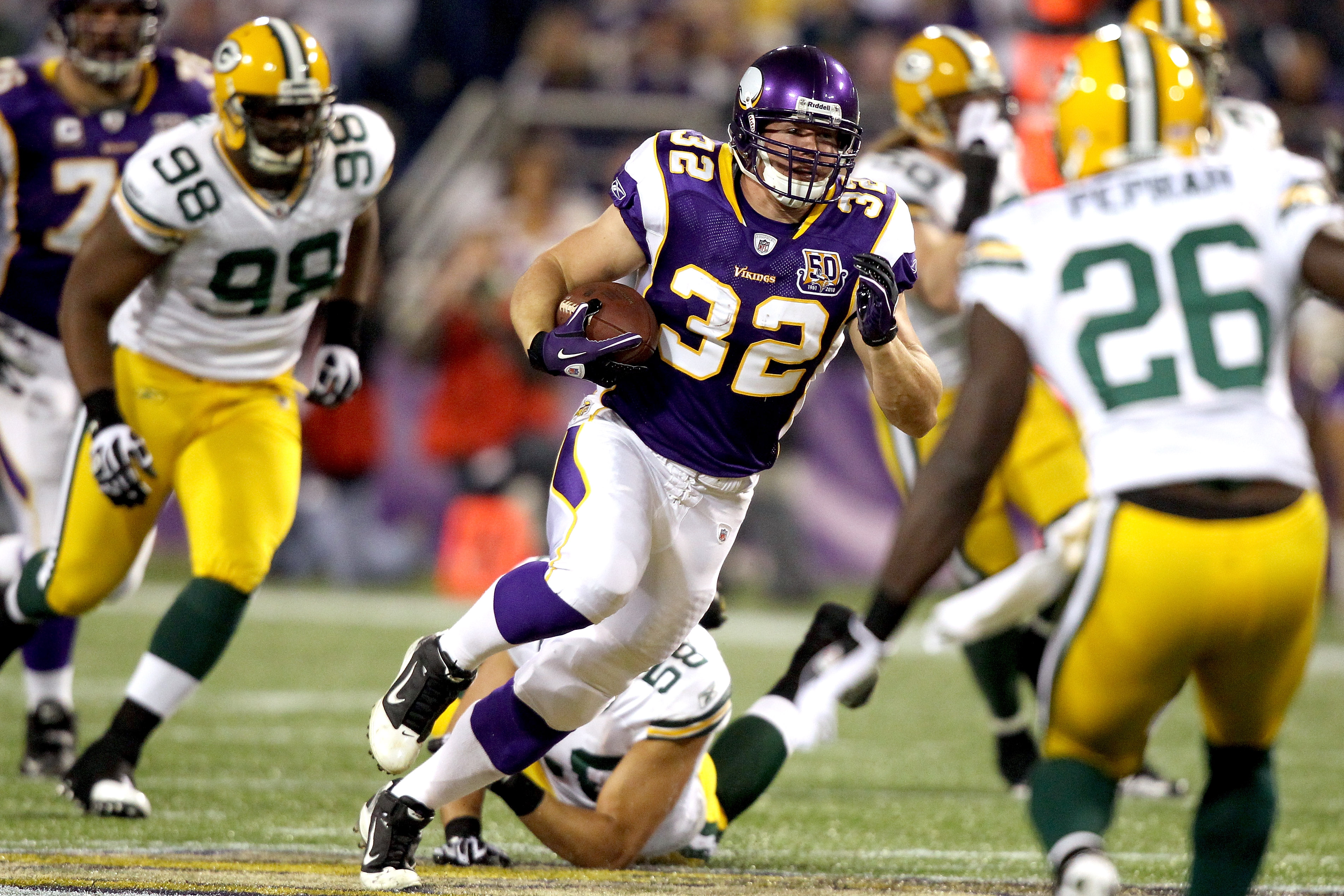 MINNEAPOLIS - NOVEMBER 21: Toby Gerhart #32 of the Minnesota Vikings carries the ball against the Green Bay Packers at the Hubert H. Humphrey Metrodome on November 21, 2010 in Minneapolis, Minnesota.  (Photo by Matthew Stockman/Getty Images)