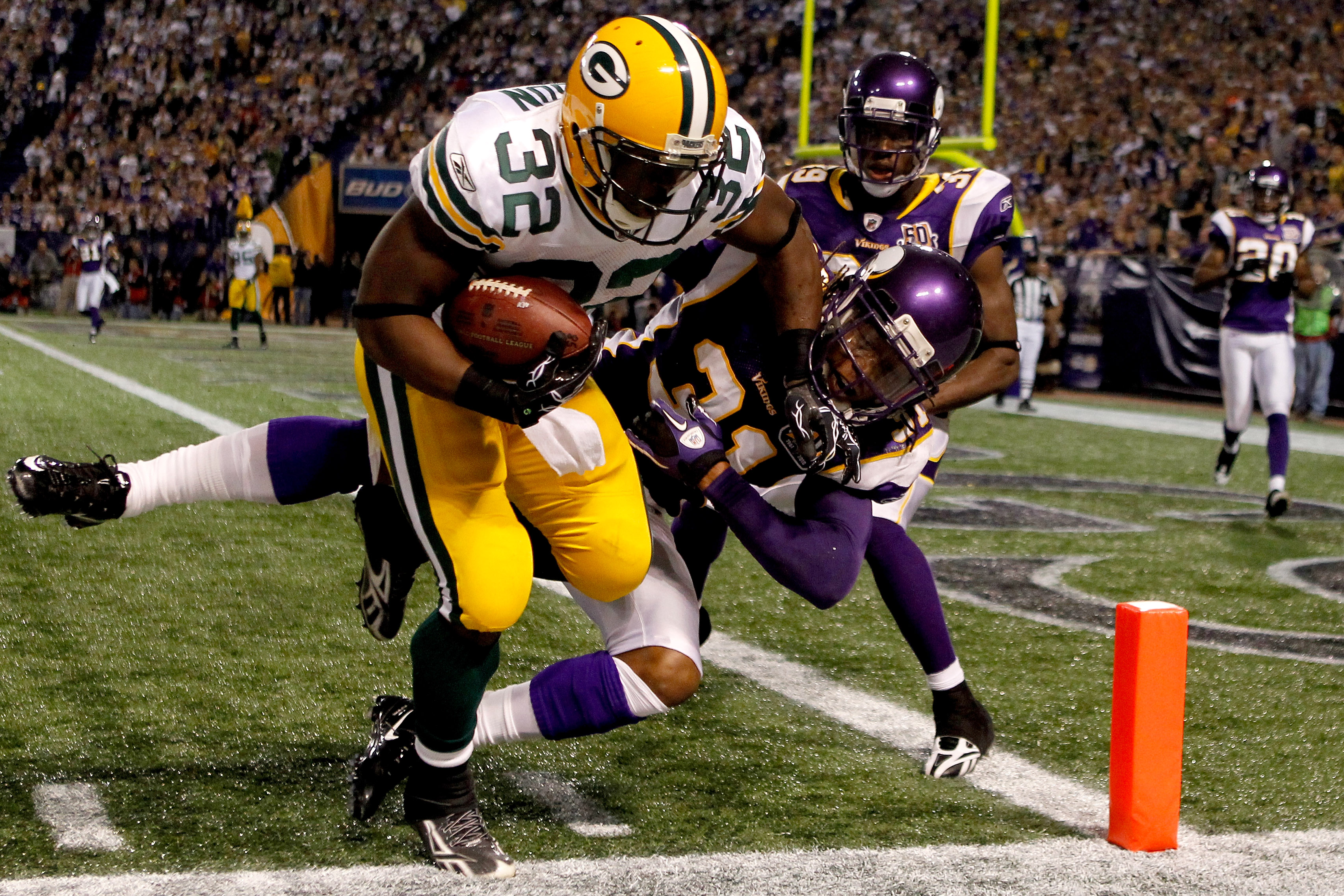 MINNEAPOLIS - NOVEMBER 21:  Brandon Jackson #32 of the Green Bay Packers is kept from scoring by Chris Cook #31 of the Minnesota Vikings at the Hubert H. Humphrey Metrodome on November 21, 2010 in Minneapolis, Minnesota.  (Photo by Matthew Stockman/Getty