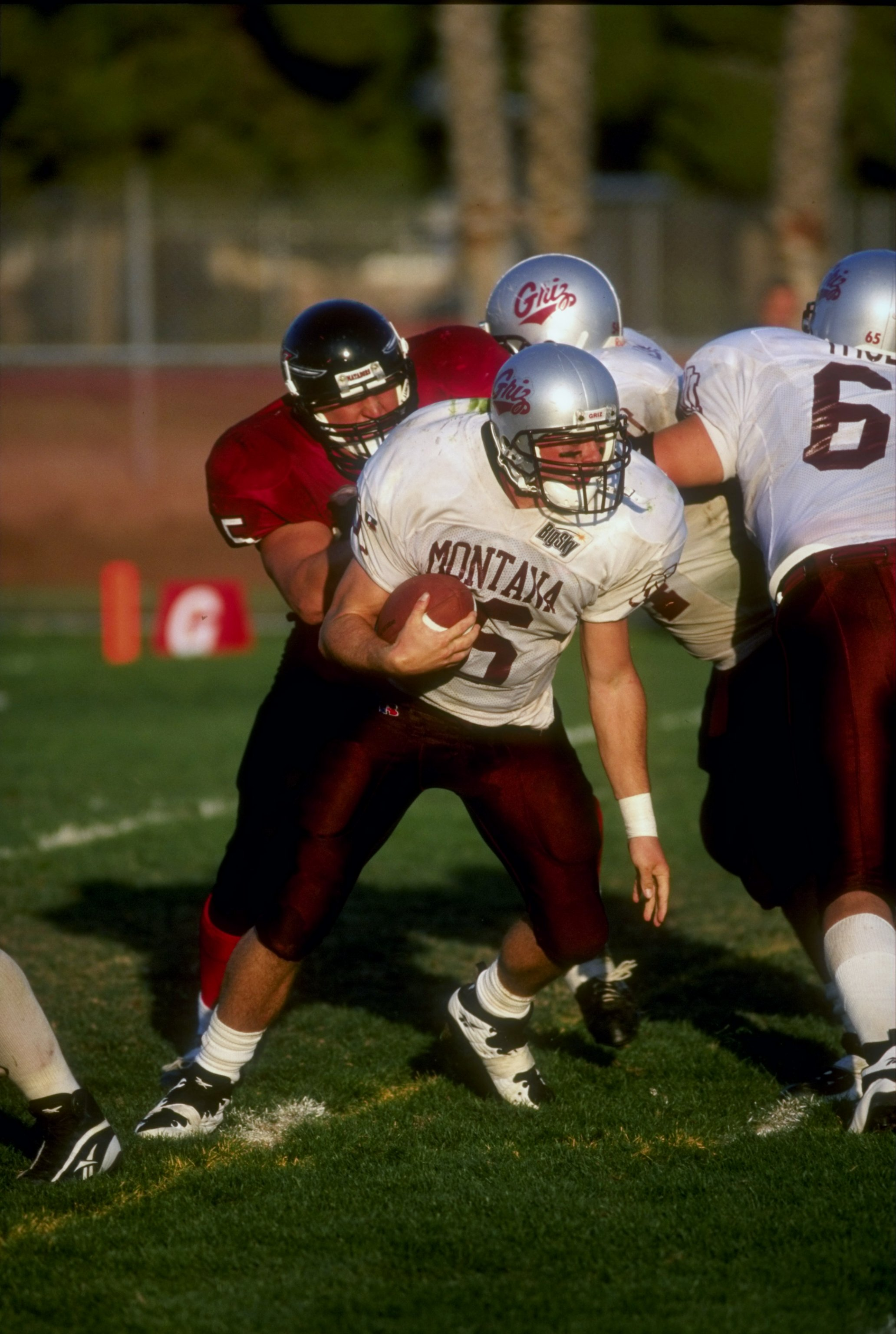 10 Oct 1998: Quarterback Sean Davis #16 of the Montana Grizzlies in action during the game against the CSUN Matadors at the North Campus Stadium in Northridge, California. The Matadors defeated the Grizzlies 21-7.
