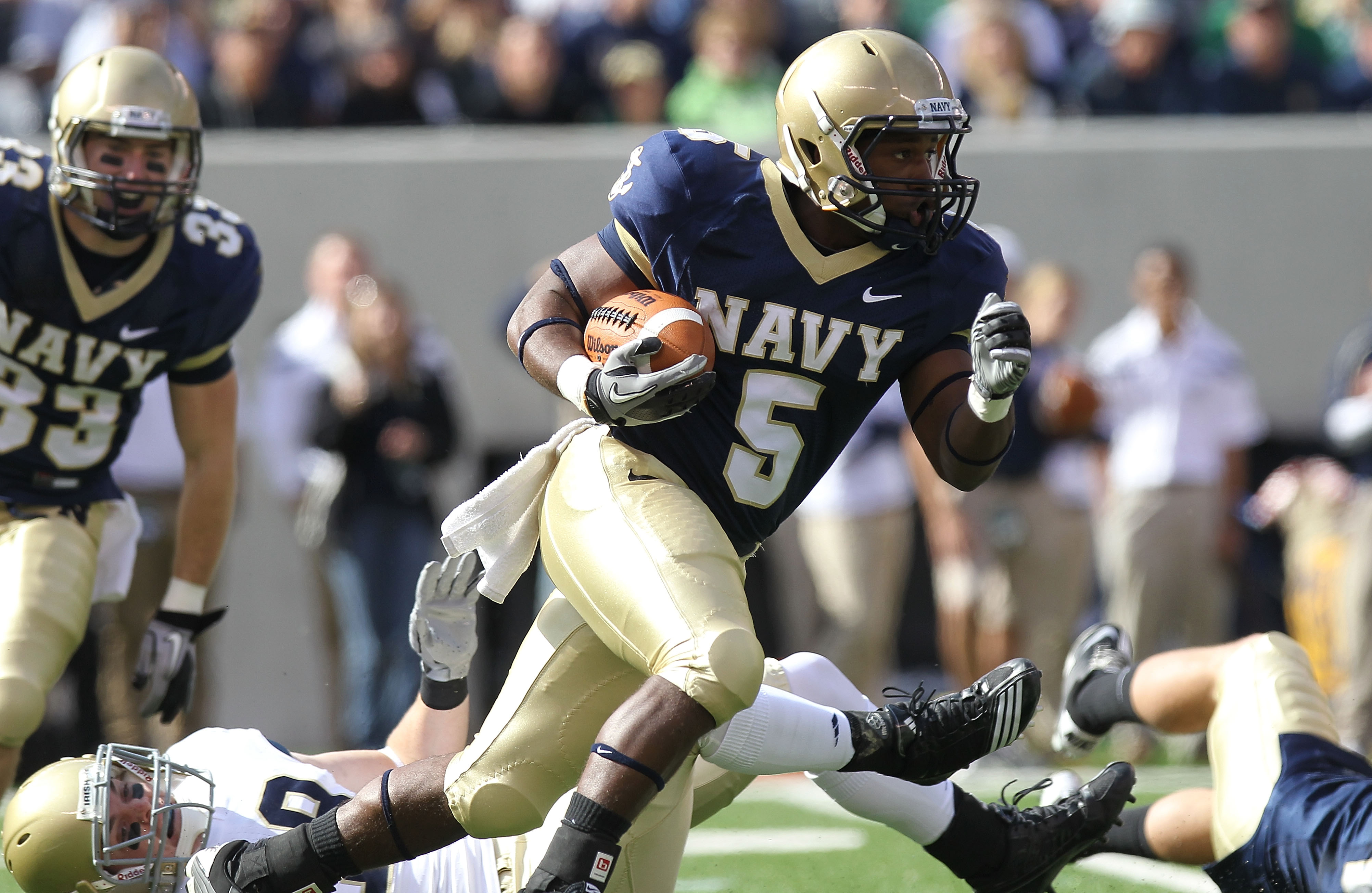 EAST RUTHERFORD, NJ - OCTOBER 23:  Patrick Mealy #5 of the Navy Midshipmen rushes against the Notre Dame Fighting Irish at New Meadowlands Stadium on October 23, 2010 in East Rutherford, New Jersey.  (Photo by Nick Laham/Getty Images)