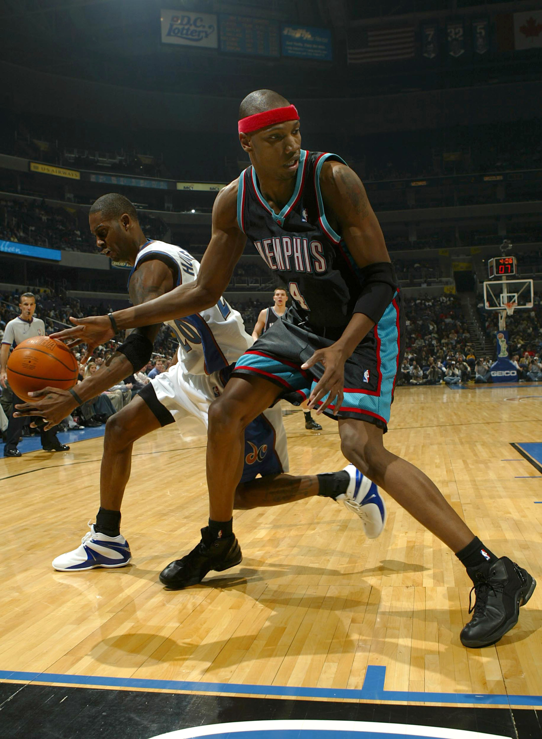 WASHINGTON - FEBRUARY 4:  Stromile Swift #4 of the Memphis Grizzlies has the ball stolen from him by Larry Hughes #20 of the Washington Wizards during NBA action on February 4, 2004 at the MCI Center in Washington D.C. (Photo by Doug Pensinger/Getty Image