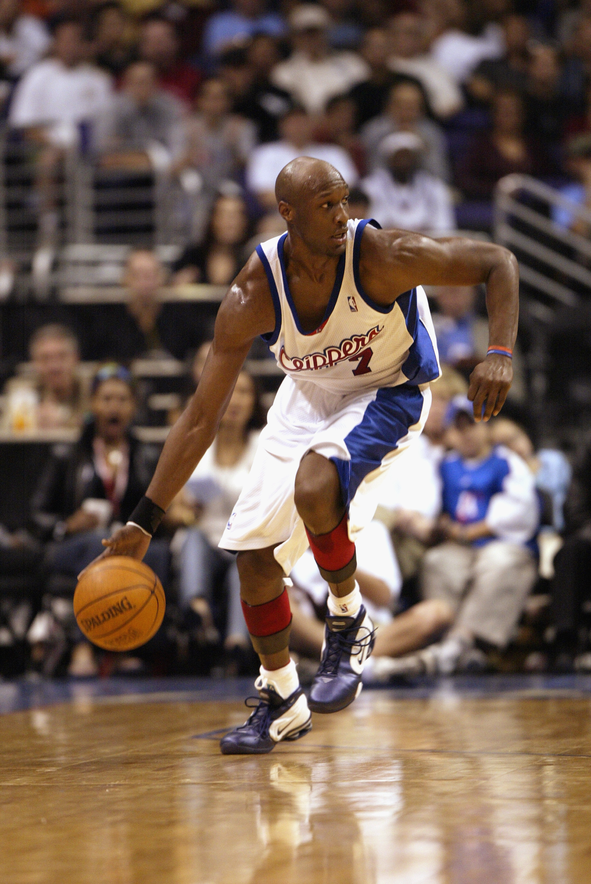 57f74866aeedf8 LOS ANGELES - JANUARY 5  Lamar Odom  7 of the Los Angeles Clippers drives