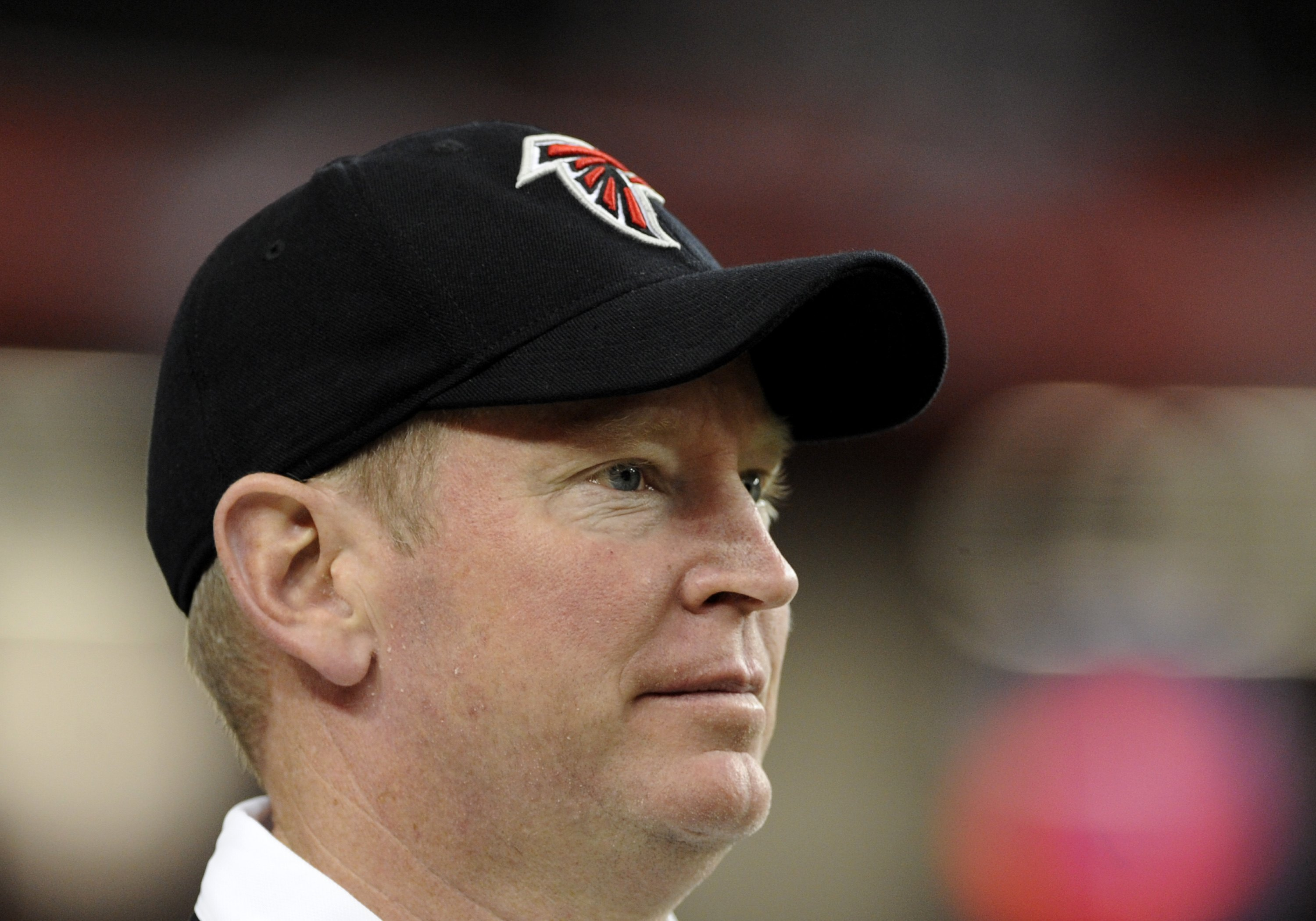 ATLANTA - NOVEMBER 23: Offensive coordinaor Mike Mularkey of the Atlanta Falcons watches play against the Carolina Panthers at the Georgia Dome on November 23, 2008 in Atlanta, Georgia.  (Photo by Al Messerschmidt/Getty Images)