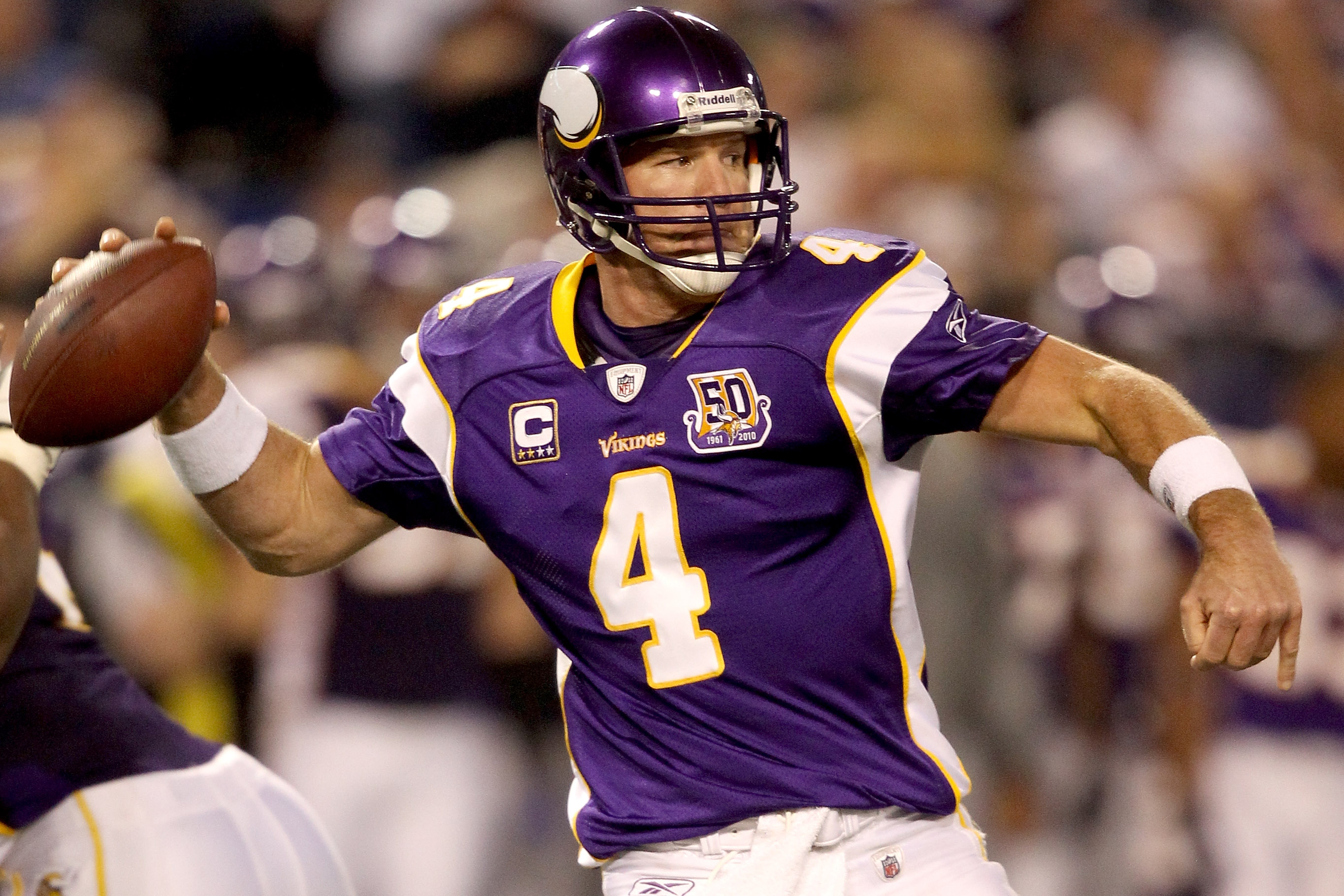 MINNEAPOLIS - NOVEMBER 21:  Quarterback Brett Favre #4 of the Minnesota Vikings looks for an open receiver while playing the Green Bay Packers at the Hubert H. Humphrey Metrodome on November 21, 2010 in Minneapolis, Minnesota.  (Photo by Matthew Stockman/