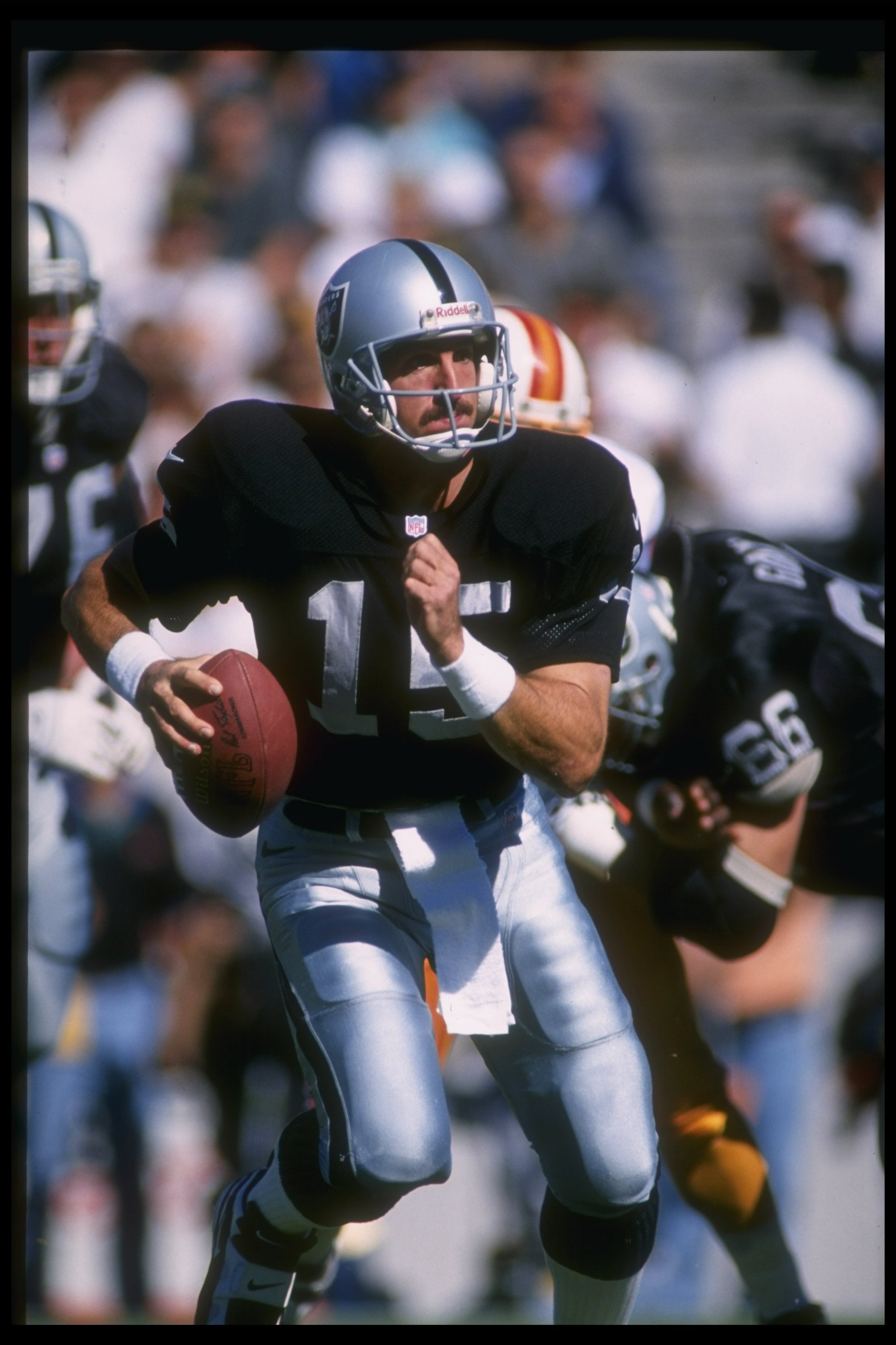 10 Nov 1996 Quarterback Jeff Hostetler Of The Oakland Raiders Looks To Pass Ball