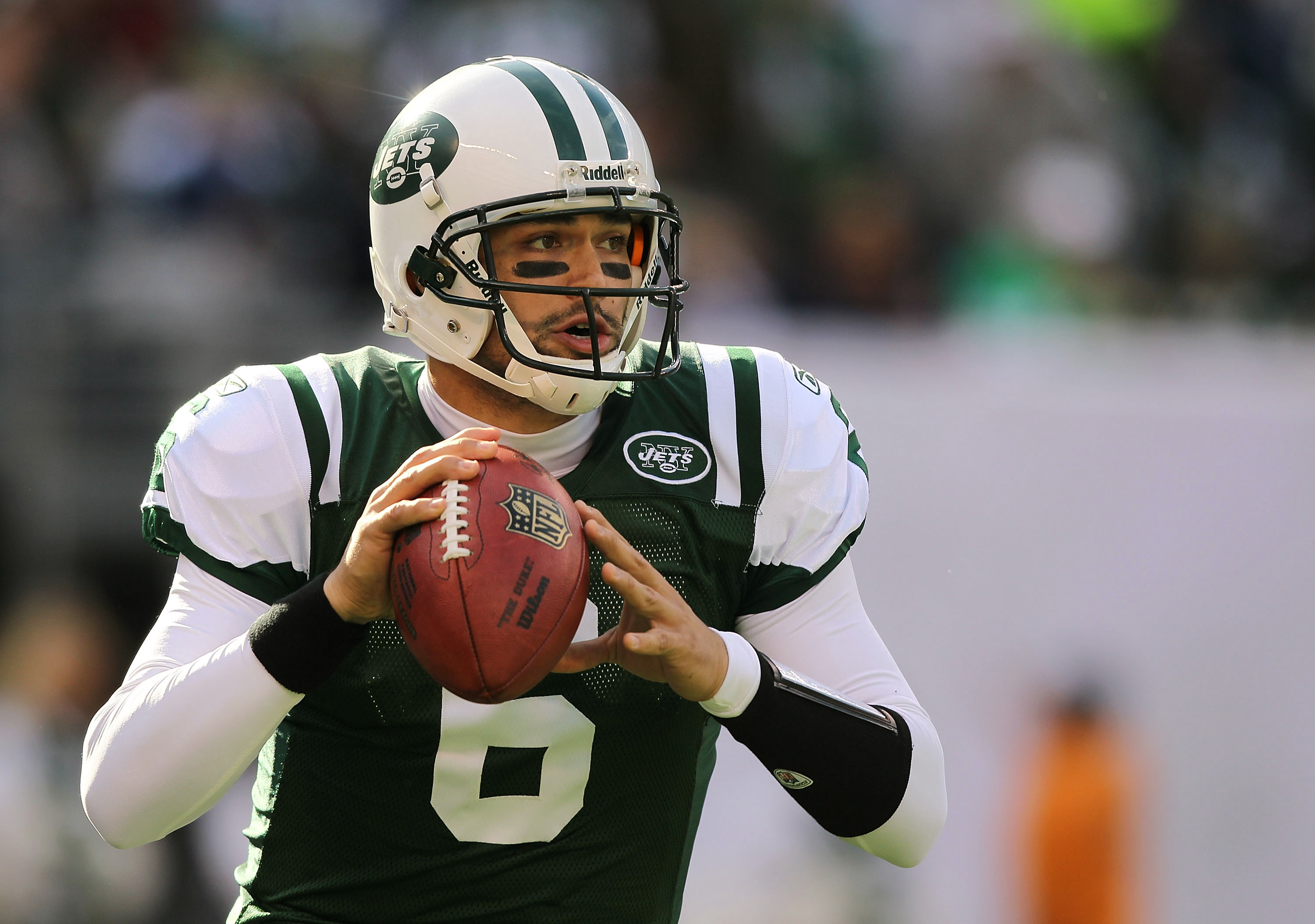 EAST RUTHERFORD, NJ - NOVEMBER 21:  Mark Sanchez #6 of the New York Jets throws against the Houston Texans on November 21, 2010 at the New Meadowlands Stadium in East Rutherford, New Jersey.  (Photo by Al Bello/Getty Images)