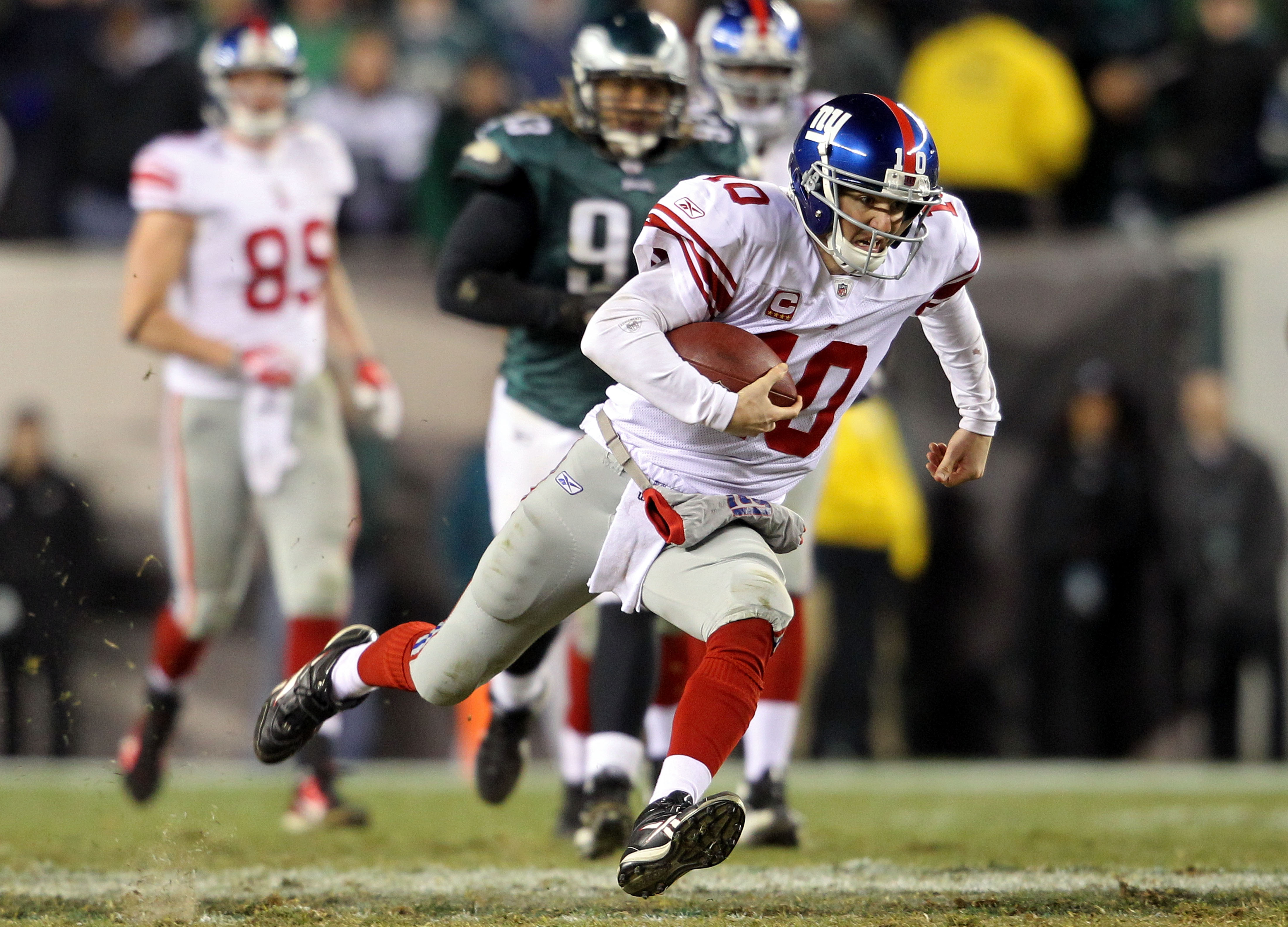 PHILADELPHIA - NOVEMBER 21:  Eli Manning #10 of the New York Giants goes to the turf after a run late in the fourth quarter against the Philadelphia Eagles at Lincoln Financial Field on November 21, 2010 in Philadelphia, Pennsylvania. Manning fumbled on t