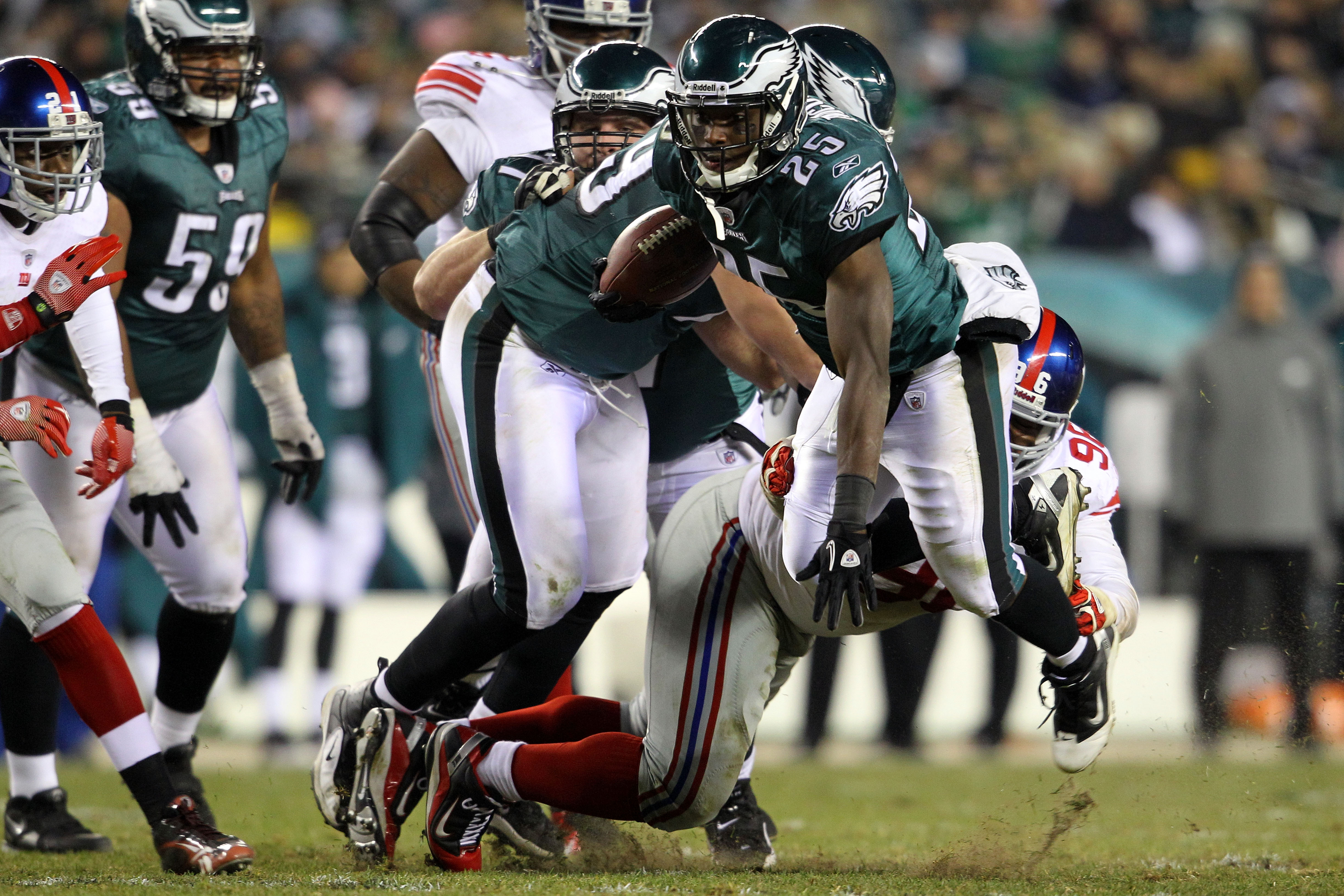 PHILADELPHIA - NOVEMBER 21:  LeSean McCoy #25 of the Philadelphia Eagles gets tripped up by Barry Cofield #96 of the New York Giants at Lincoln Financial Field on November 21, 2010 in Philadelphia, Pennsylvania.  (Photo by Michael Heiman/Getty Images)