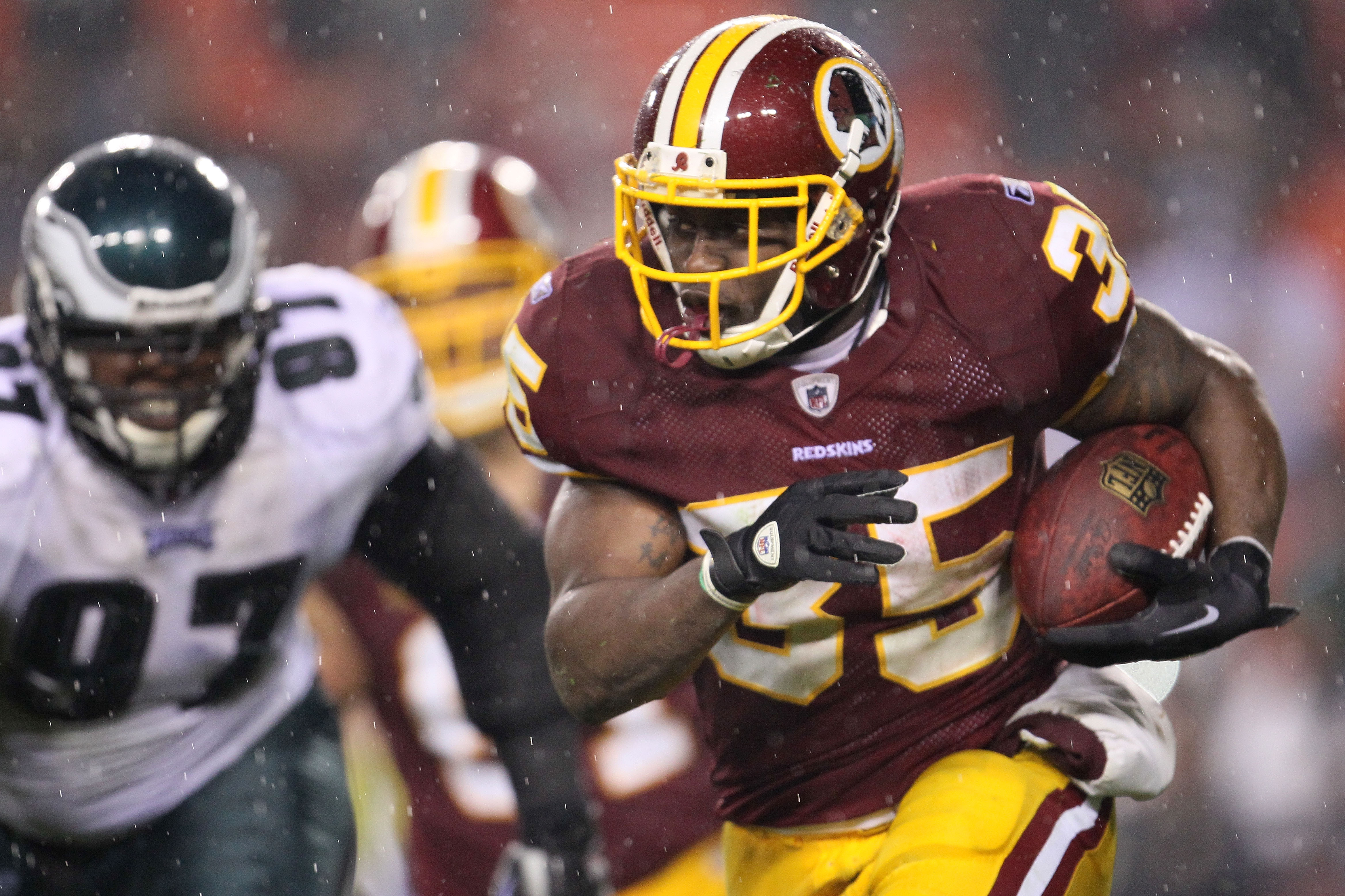 LANDOVER, MD - NOVEMBER 15: Keiland Williams #35 of the Washington Redskins makes a break against the Philadelphia Eagles on November 15, 2010 at FedExField in Landover, Maryland.  (Photo by Chris McGrath/Getty Images)