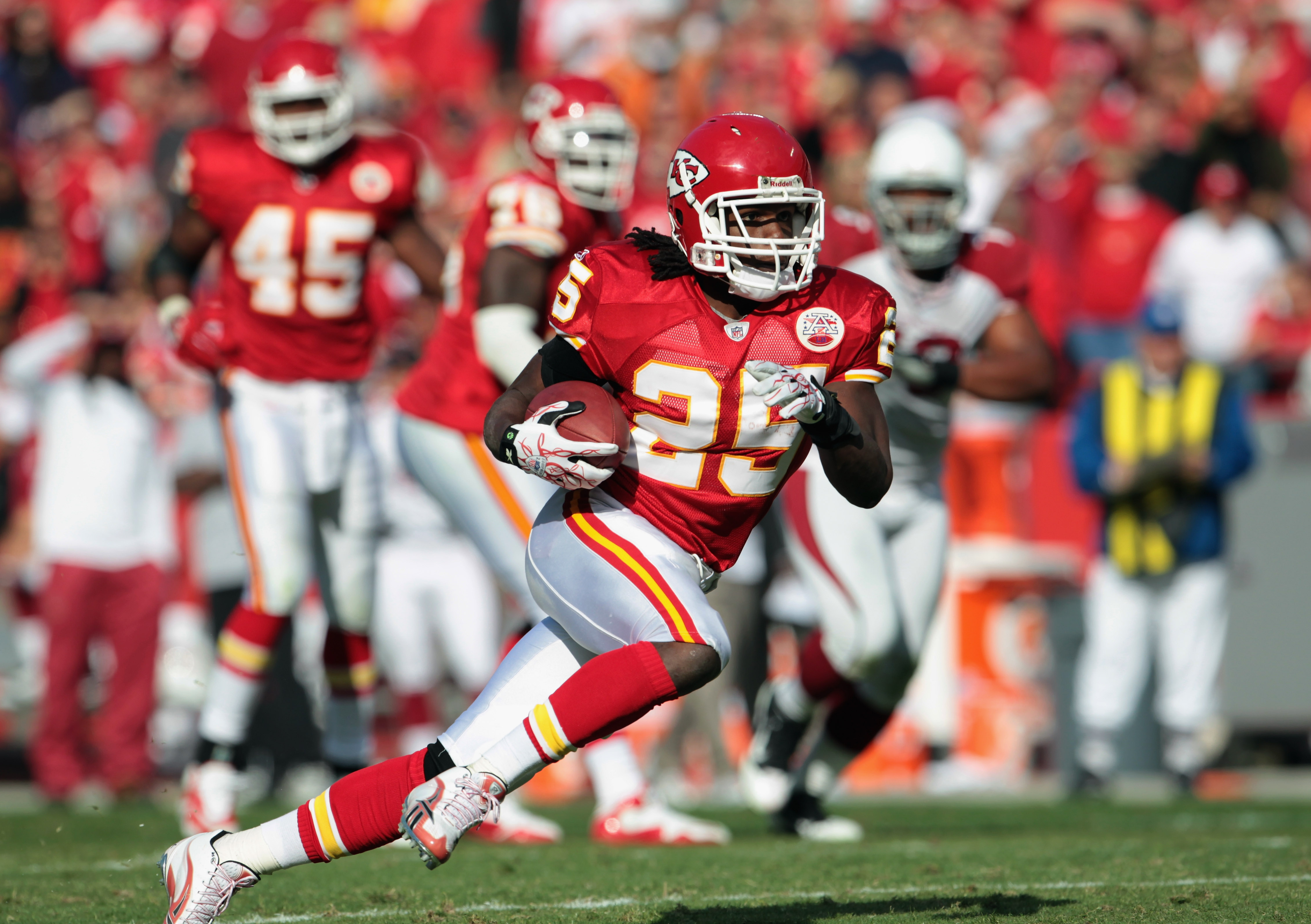 KANSAS CITY, MO - NOVEMBER 21:  Jamaal Charles #25 of the Kansas City Chiefs carries the ball during the game against the Arizona Cardinals on November 21, 2010  at Arrowhead Stadium in Kansas City, Missouri.  (Photo by Jamie Squire/Getty Images)