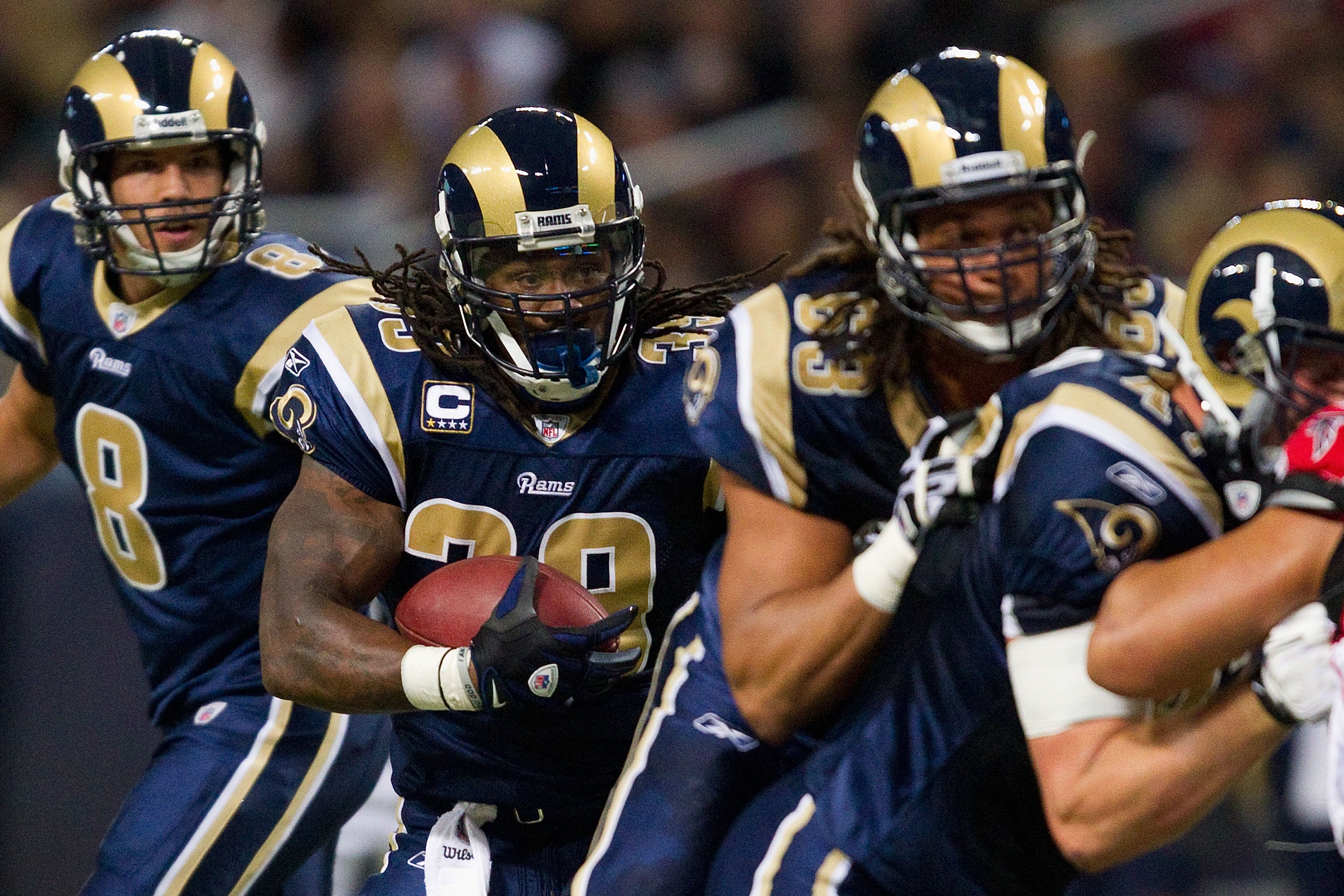 ST. LOUIS - NOVEMBER 21: Steven Jackson #39 of the St. Louis Rams rushes against the Atlanta Falcons at the Edward Jones Dome on November 21, 2010 in St. Louis, Missouri.  The Falcons beat the Rams 34-17.  (Photo by Dilip Vishwanat/Getty Images)