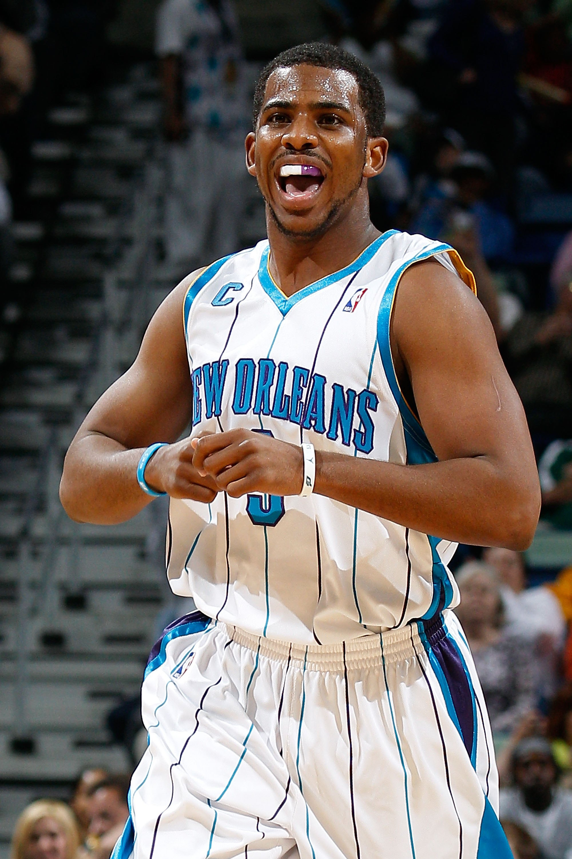 NEW ORLEANS - MARCH 22:  Chris Paul #3 of the New Orleans Hornets during the game against the Dallas Mavericks at the New Orleans Arena on March 22, 2010 in New Orleans, Louisiana.  NOTE TO USER: User expressly acknowledges and agrees that, by downloading