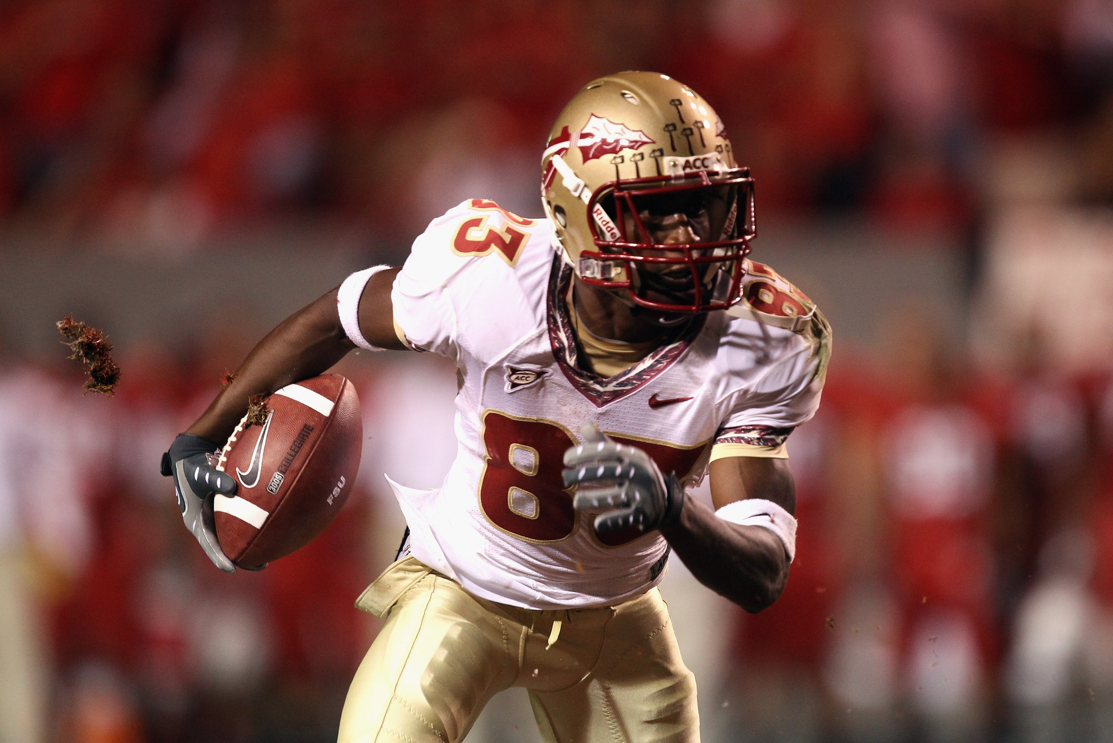 RALEIGH, NC - OCTOBER 28:  Bert Reed #83 of the Florida State Seminoles runs with the ball against the North Carolina State Wolfpack during their game at Carter-Finley Stadium on October 28, 2010 in Raleigh, North Carolina.  (Photo by Streeter Lecka/Getty