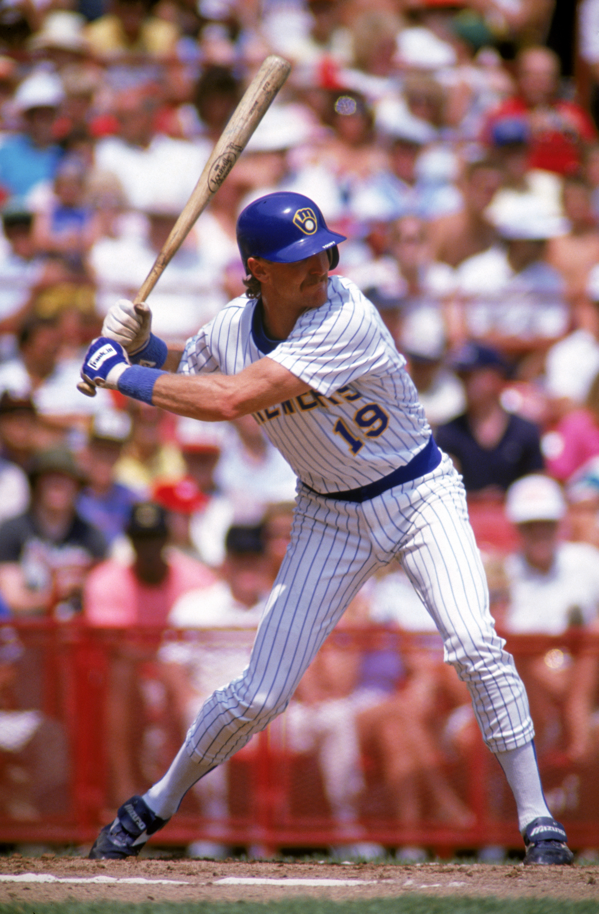 MILWAUKEE - 1989:  Robin Yount #19 of the Milwaukee Brewers bats during a game in the 1989 season at County Stadium in Milwaukee, Wisconsin. (Photo by Jonathan Daniel/Getty Images)