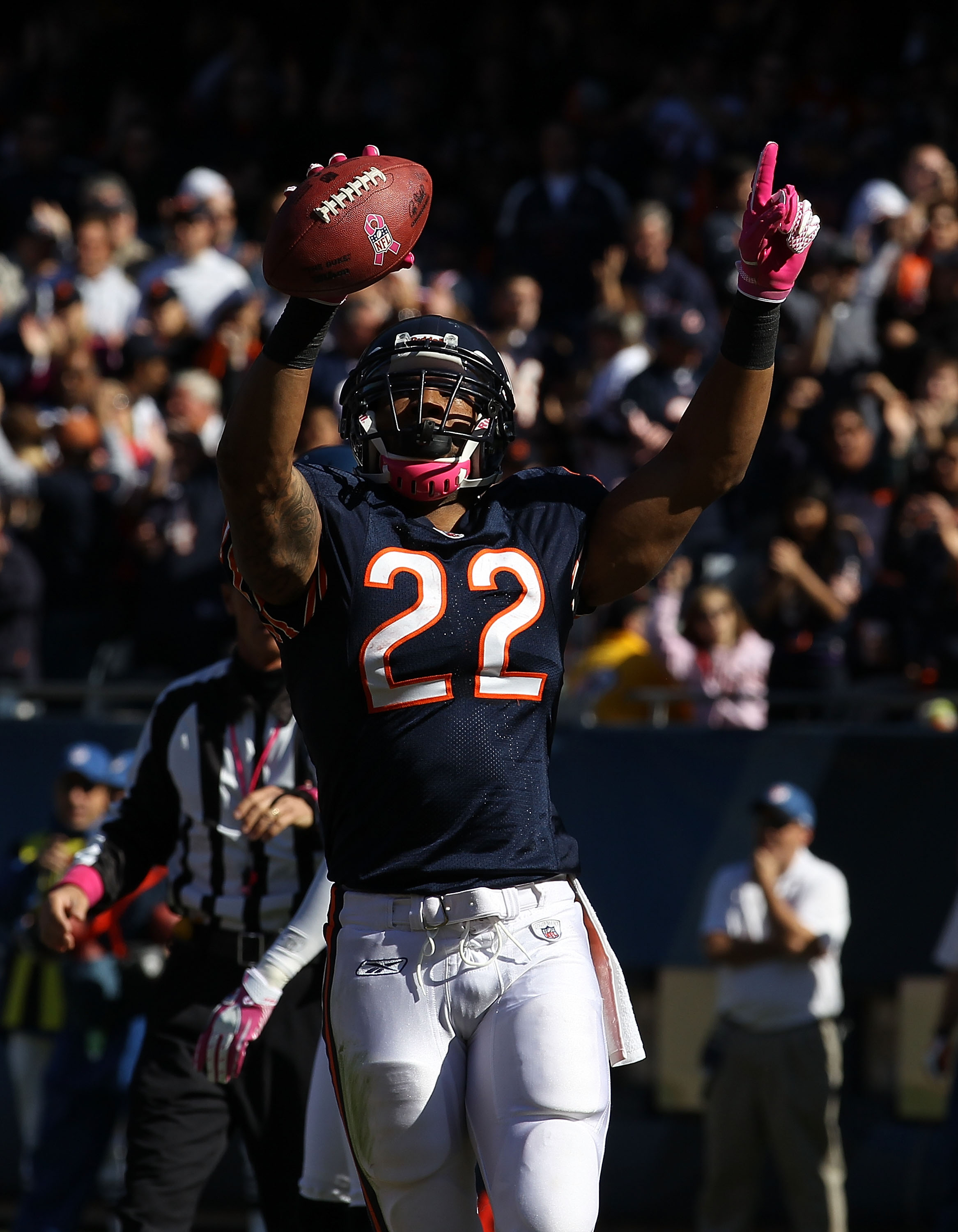 adb45fd9e19 CHICAGO - OCTOBER 17: Matt Forte #22 of the Chicago Bears celebrates after  scoring
