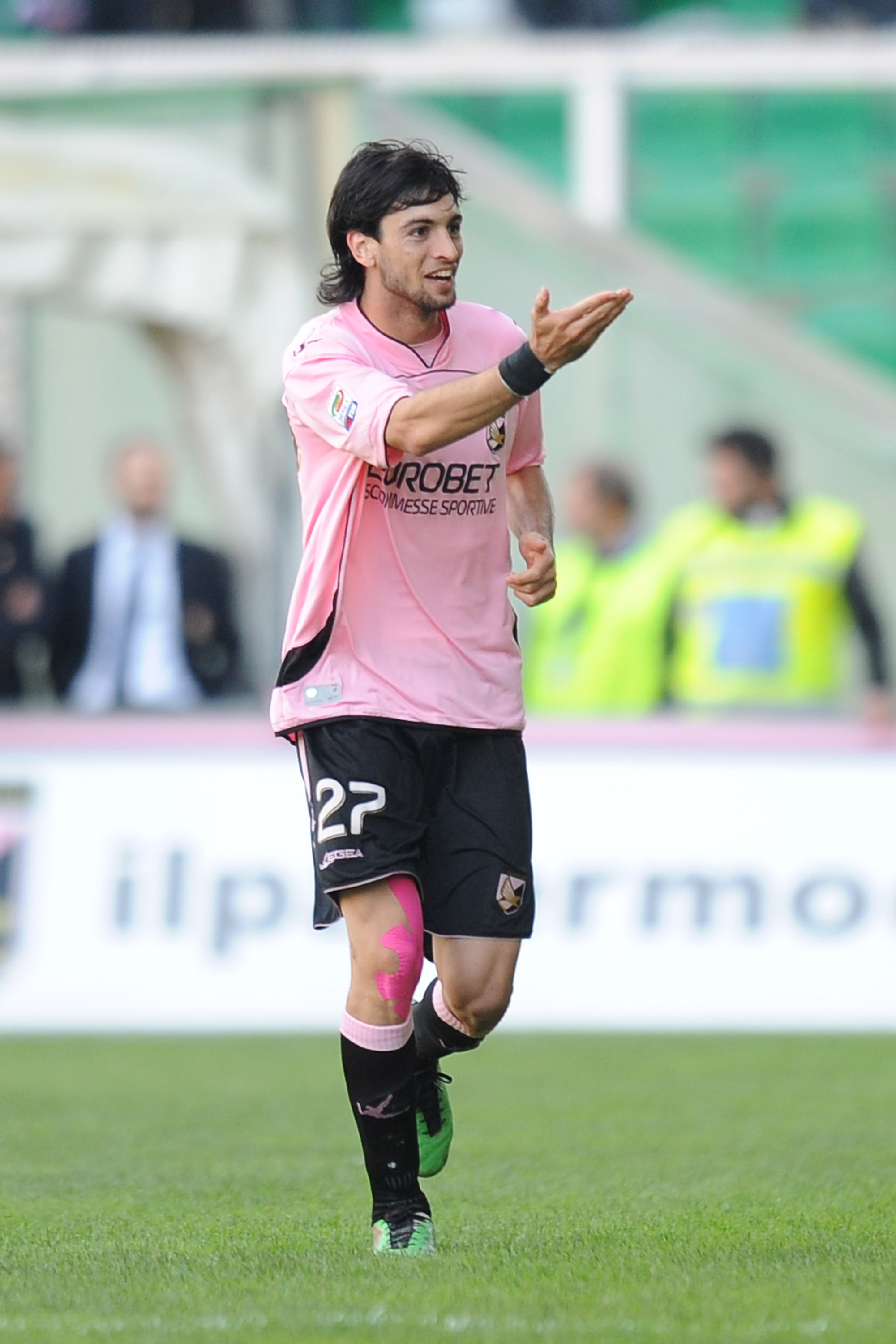 PALERMO, ITALY - NOVEMBER 14:  Javier Pastore of Palermo celebrates after scoring his second goal during the Serie A match between Palermo and Catania at Stadio Renzo Barbera on November 14, 2010 in Palermo, Italy.  (Photo by Tullio M. Puglia/Getty Images