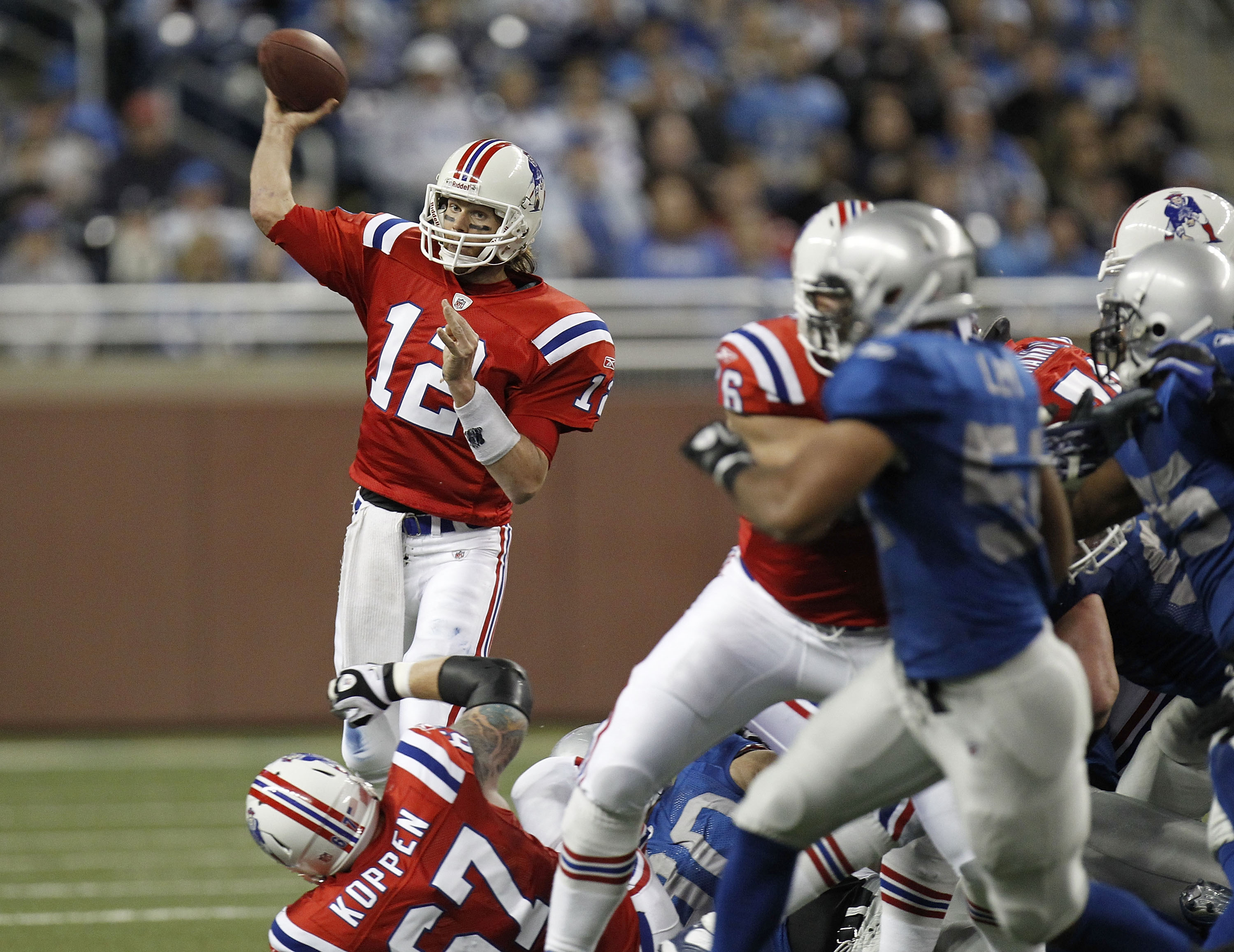 DETROIT - NOVEMBER 25:  Tom Brady #12 of the New England Patriots throws a second quarter pass while playing the Detroit Lions on November 25, 2010 at Ford Field in Detroit, Michigan.  (Photo by Gregory Shamus/Getty Images)