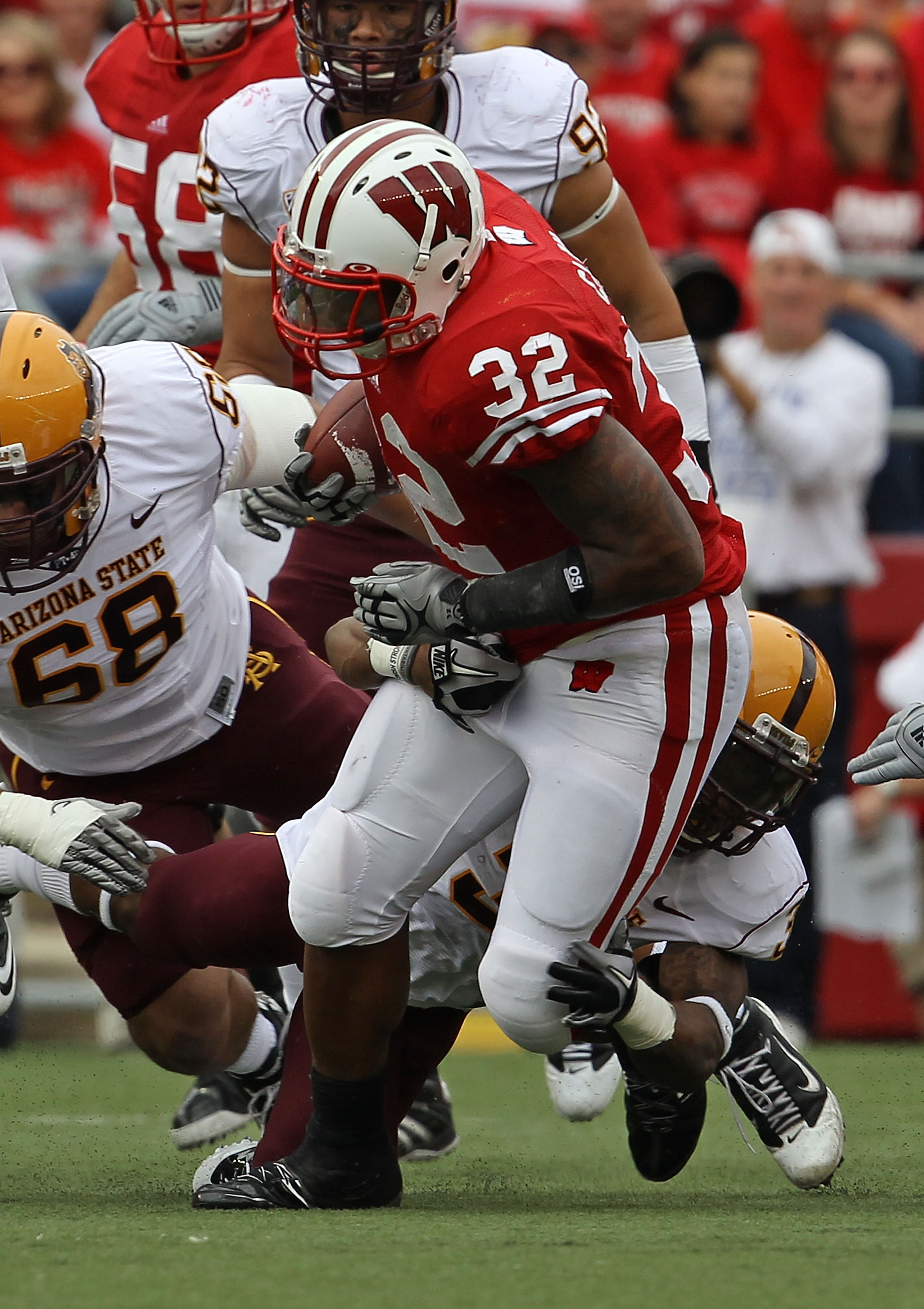 MADISON, WI - SEPTEMBER 18: John Clay #32 of the Wisconsin Badgers runs against the Arizona State Sun Devils at Camp Randall Stadium on September 18, 2010 in Madison, Wisconsin. Wisconsin defeated Arizona State 20-19. (Photo by Jonathan Daniel/Getty Image