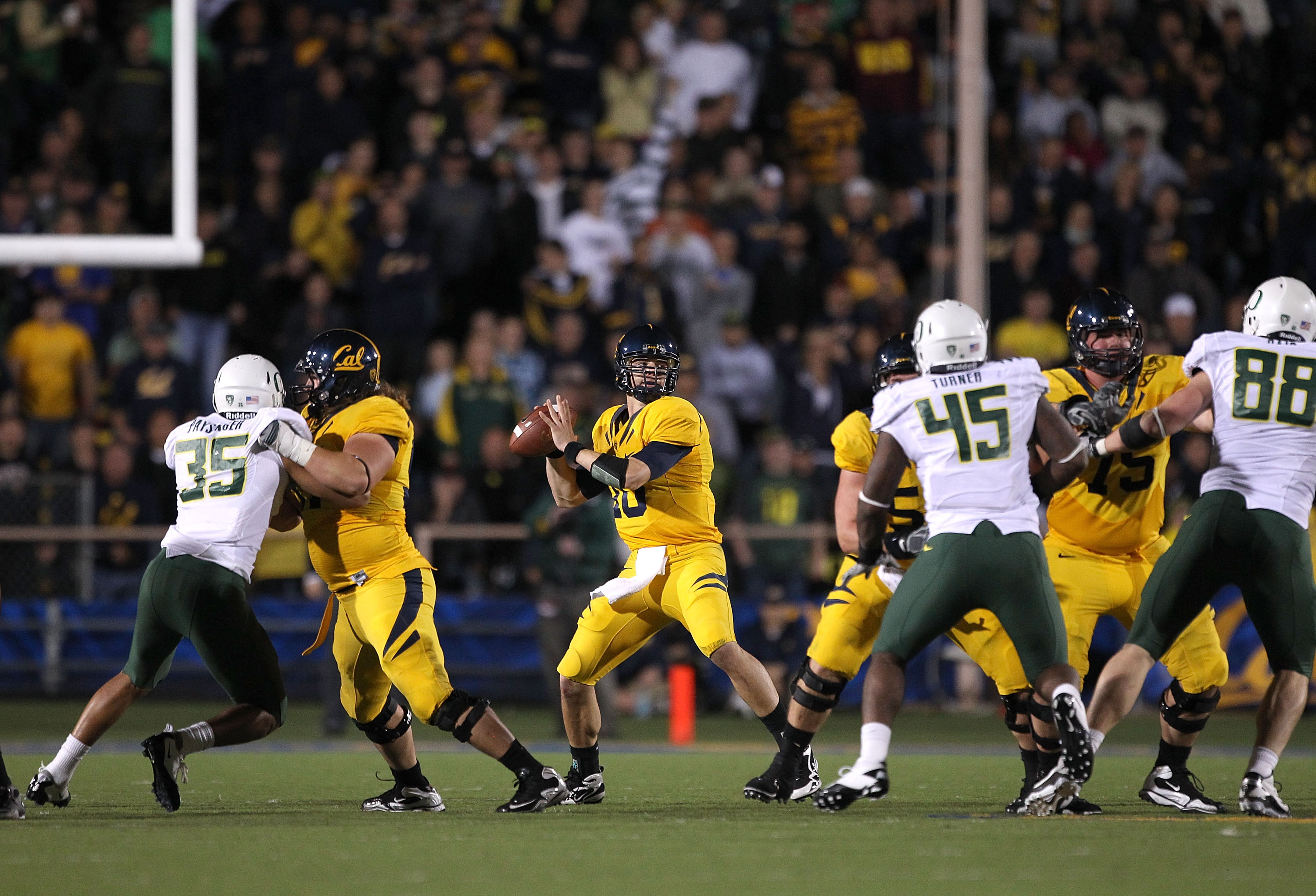 BERKELEY, CA - NOVEMBER 13:  Brock Mansion #10 of the California Golden Bears in action against the Oregon Ducks at California Memorial Stadium on November 13, 2010 in Berkeley, California.  (Photo by Ezra Shaw/Getty Images)