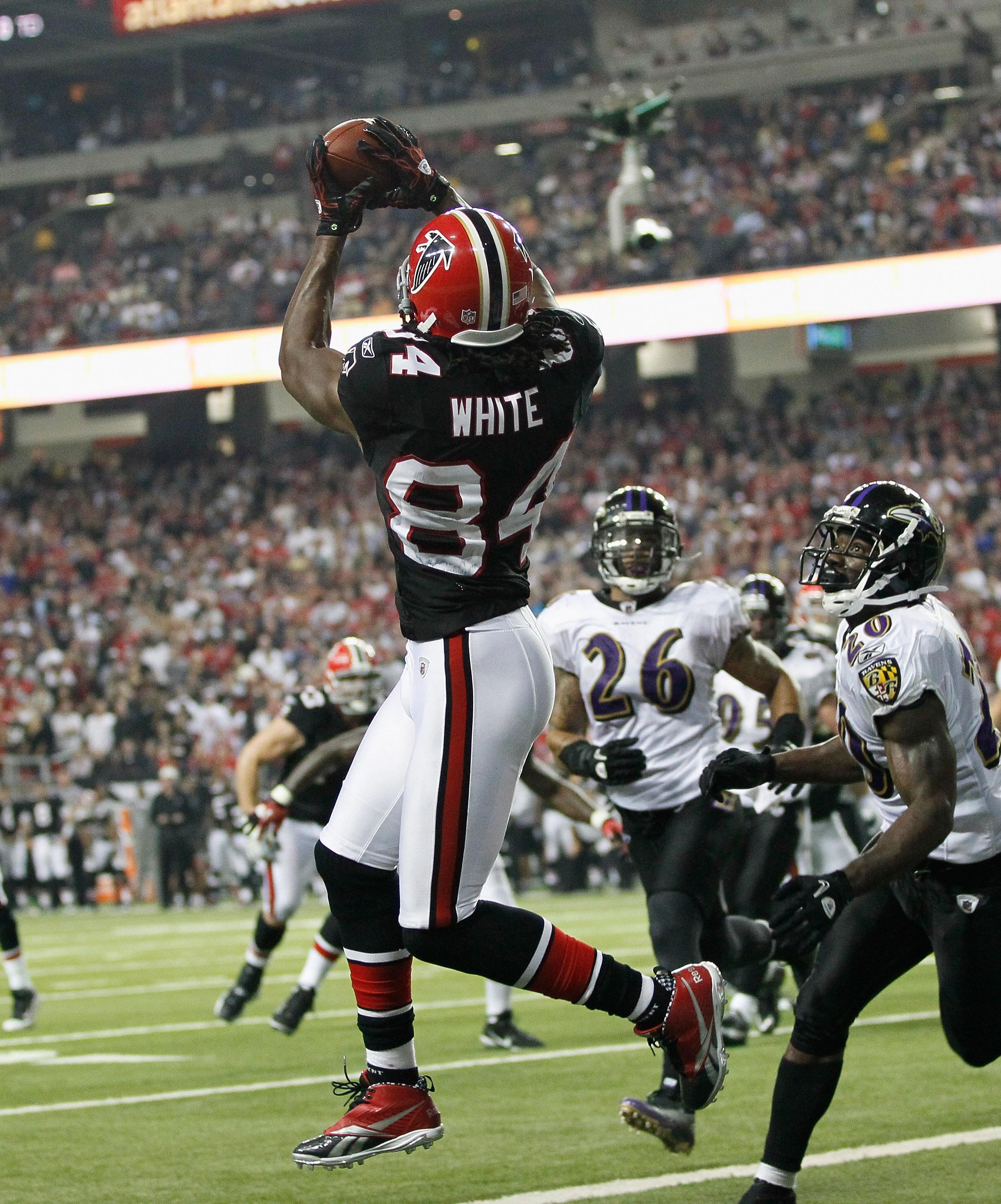 ATLANTA - NOVEMBER 11:  Roddy White #84 of the Atlanta Falcons against the Baltimore Ravens at Georgia Dome on November 11, 2010 in Atlanta, Georgia.  (Photo by Kevin C. Cox/Getty Images)