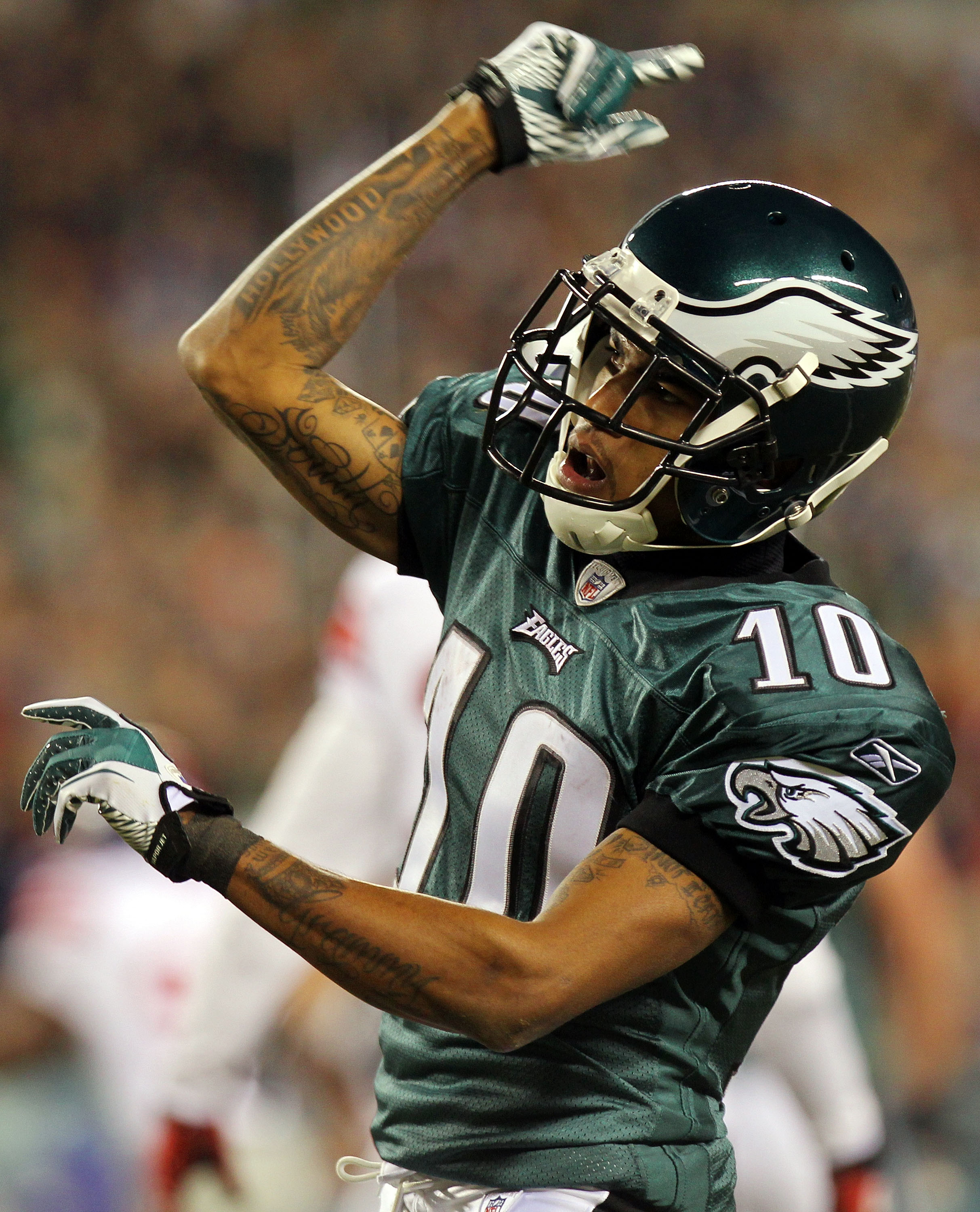 PHILADELPHIA - NOVEMBER 21:  DeSean Jackson #10 of the Philadelphia Eagles celebrates after a first down against the New York Giants at Lincoln Financial Field on November 21, 2010 in Philadelphia, Pennsylvania.  (Photo by Nick Laham/Getty Images)