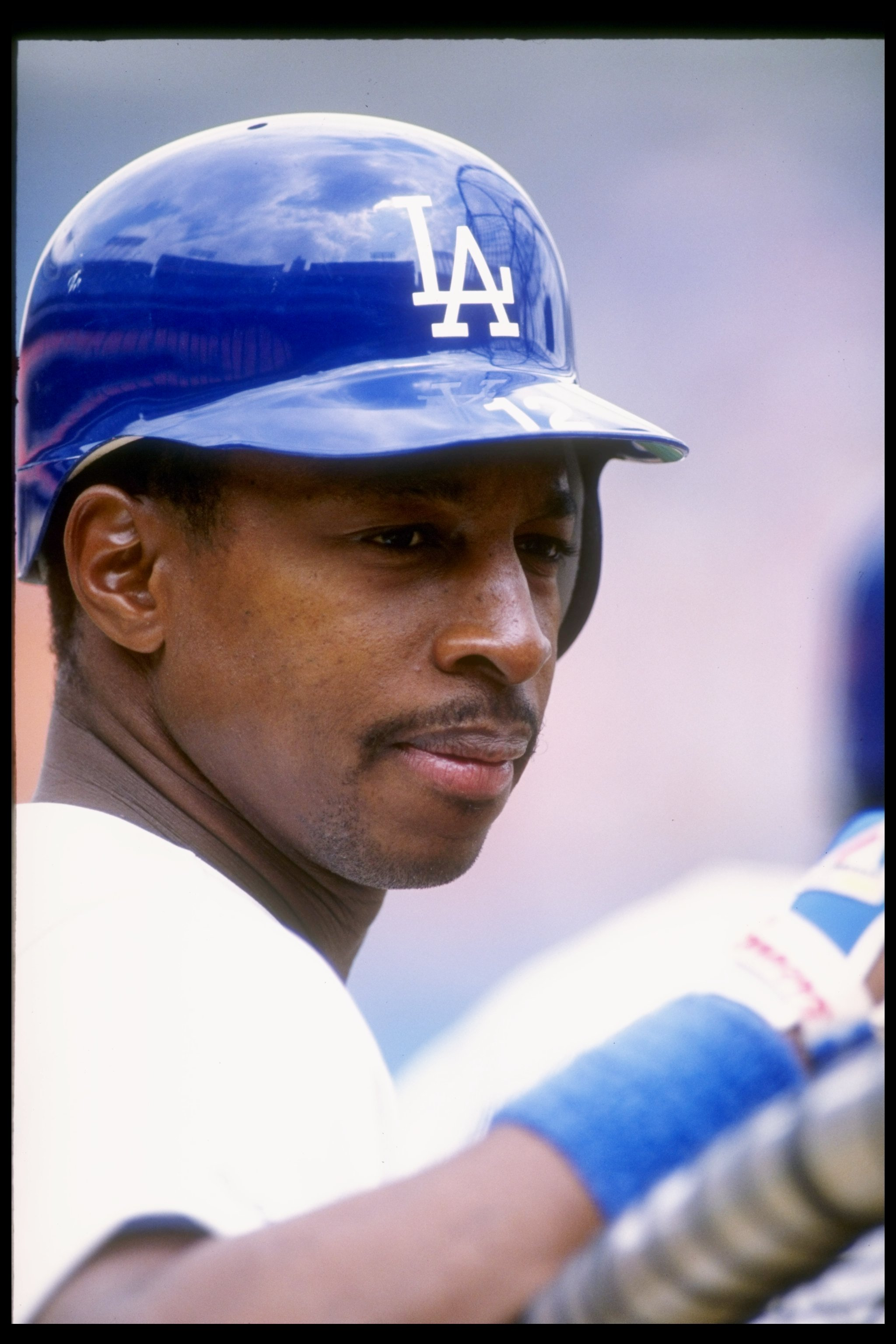 1990:  Second baseman Willie Randolph of the Los Angeles Dodgers looks on during a game at Dodger Stadium in Los Angeles, California. Mandatory Credit: Sean Haffy  /Allsport