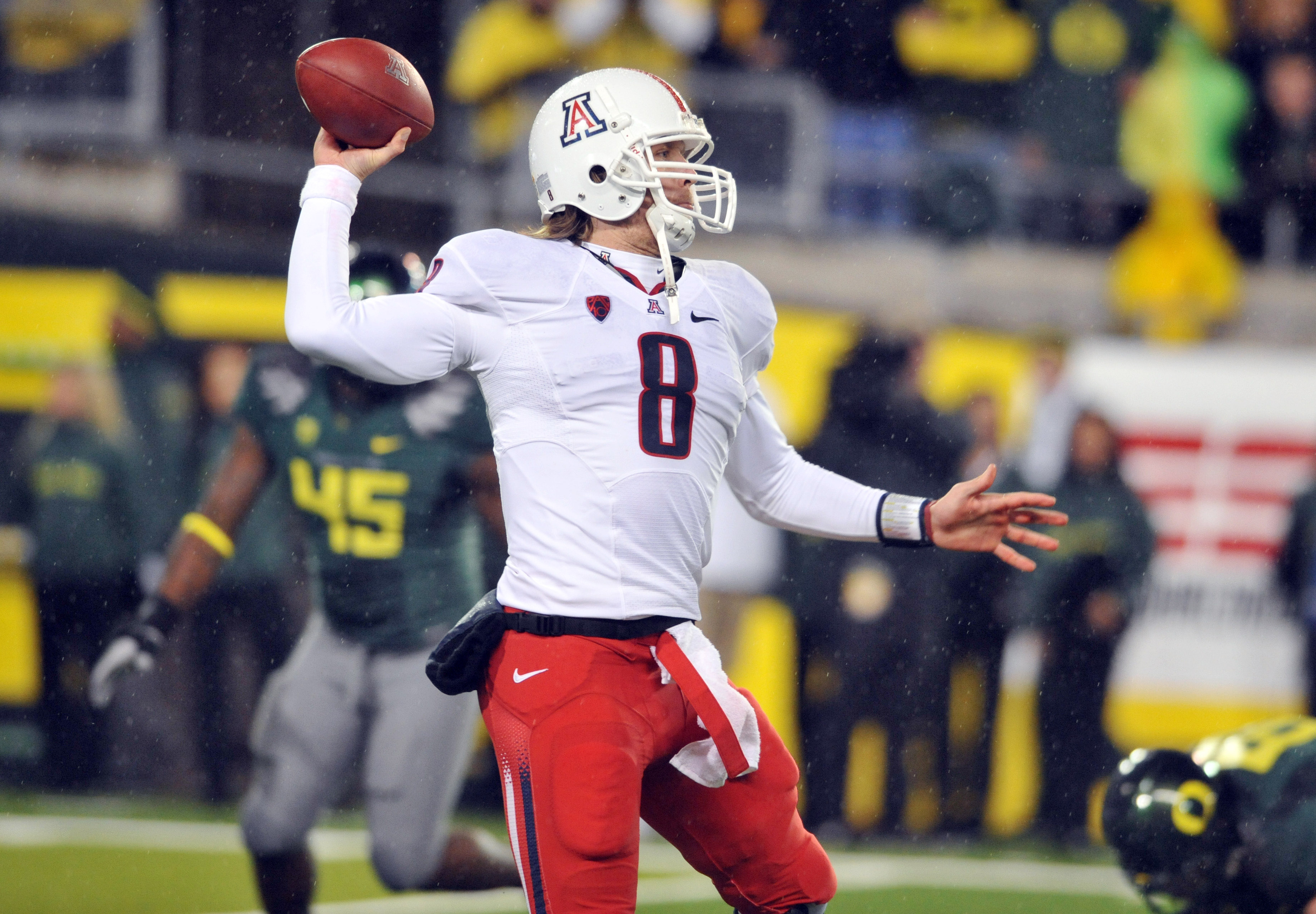 EUGENE, OR - NOVEMBER 26: Quarterback Nick Foles #8 of the Arizona Wildcats passes the ball in the second quarter of the game against the Arizona Wildcats at Autzen Stadium on November 26, 2010 in Eugene, Oregon. (Photo by Steve Dykes/Getty Images)