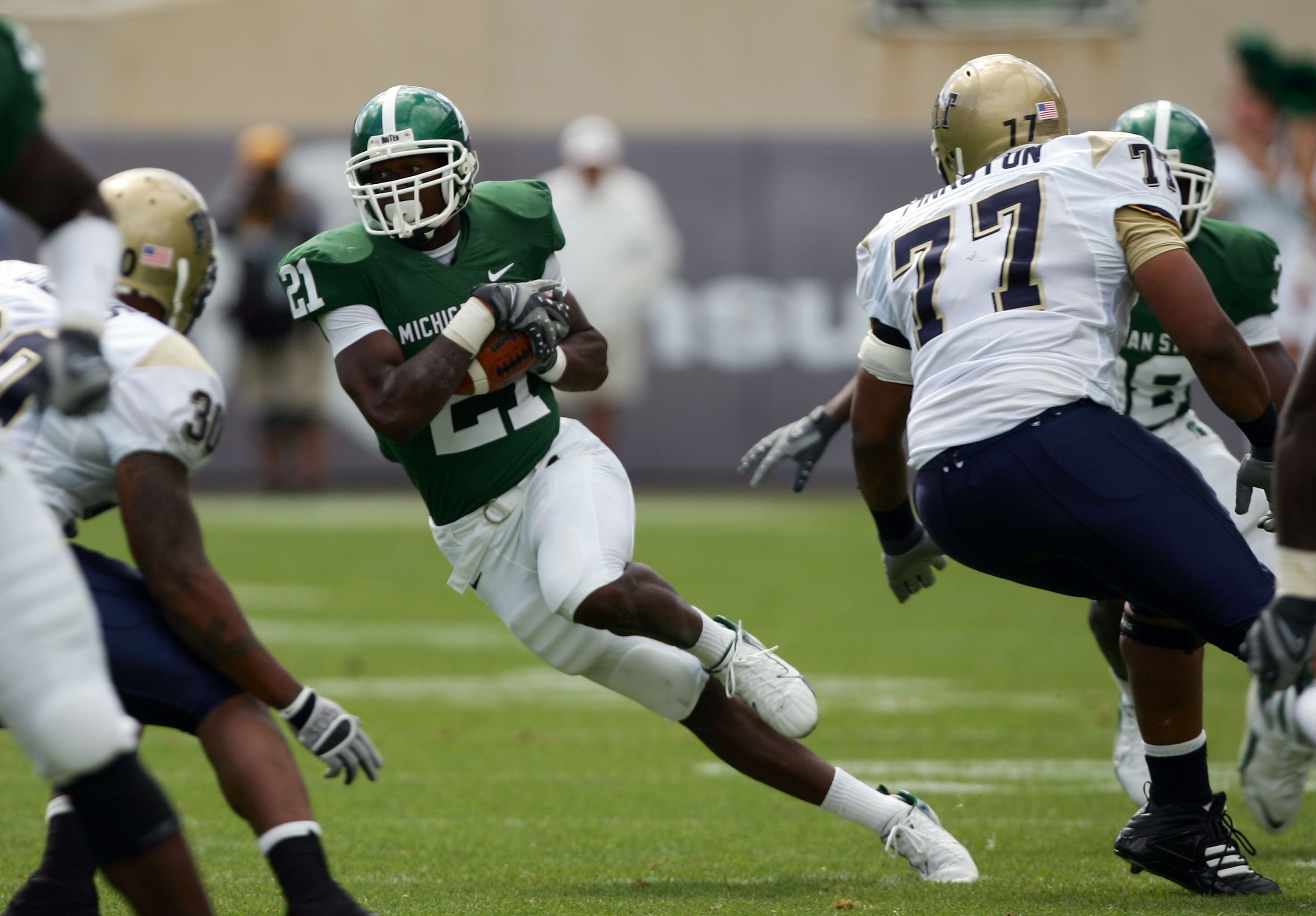 EAST LANSING, MI - SEPTEMBER 15:  Otis Wiley #21 of the Michigan State Spartans runs back his interception past Jason Pinkston #77 of the Pittsburgh Panthers during the first quarter at Spartan Stadium on September 15, 2007 in East Lansing, Michigan. The