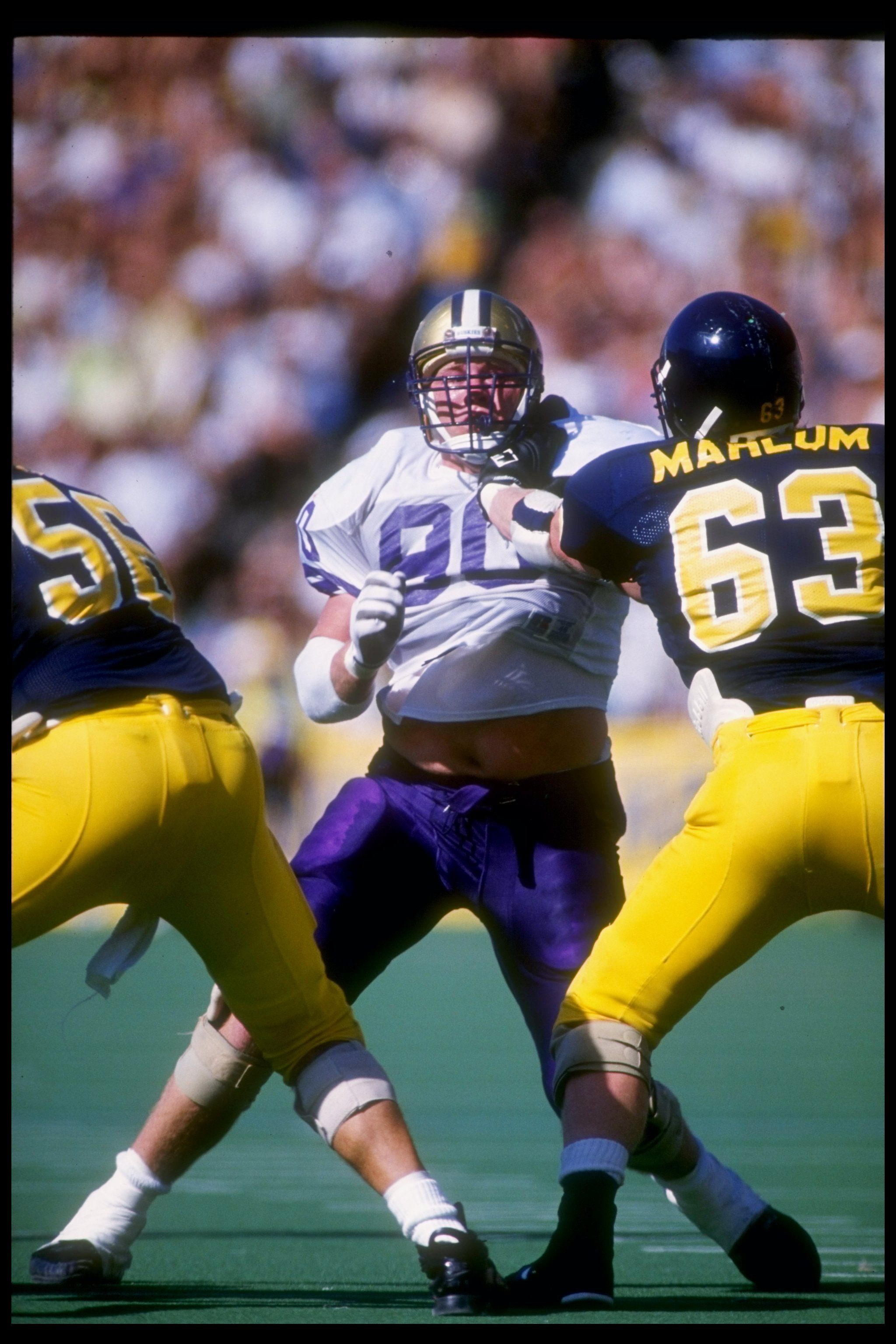19 Oct 1991: Defensive tackle Steve Emtman of the Washington Huskies tries to break through the offensive line of the California Bears during a game at Memorial Stadium in Berkeley, California. Washington won the game 24-17.