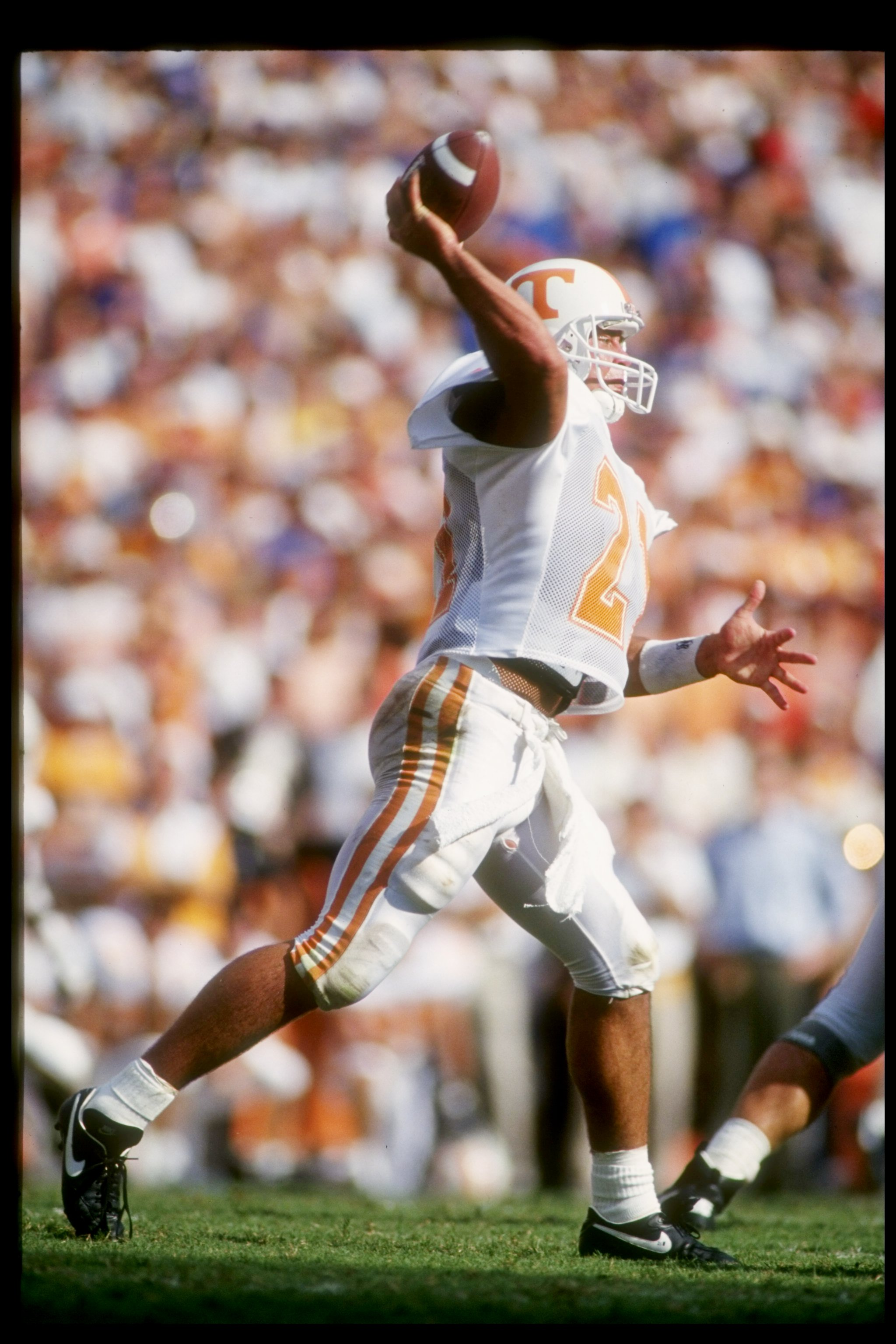 18 Sep 1993:  Quarterback Heath Shuler of the Tennessee Volunteers in action during a game against the Florida Gators.  The Florida Gators won the game 41-34.    Mandatory Credit: Scott Halleran  /Allsport