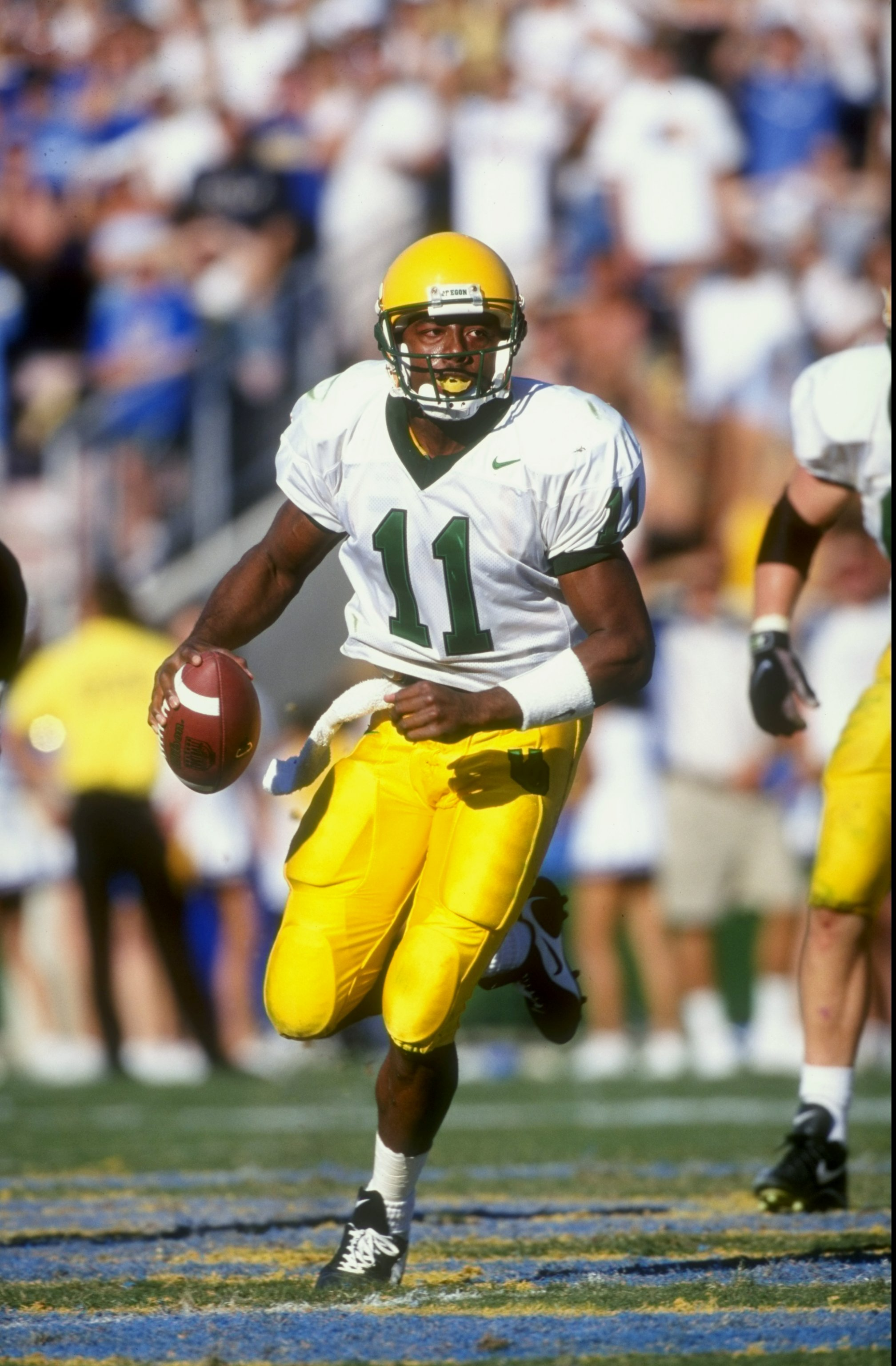 17 Oct 1998: Quarterback Akili Smith #11 of the Oregon Ducks runs during the game against the UCLA Bruins at the Rose Bowl in Pasadena, California. The UCLA defeated the Ducks 41-38. Mandatory Credit: Tom Hauck  /Allsport