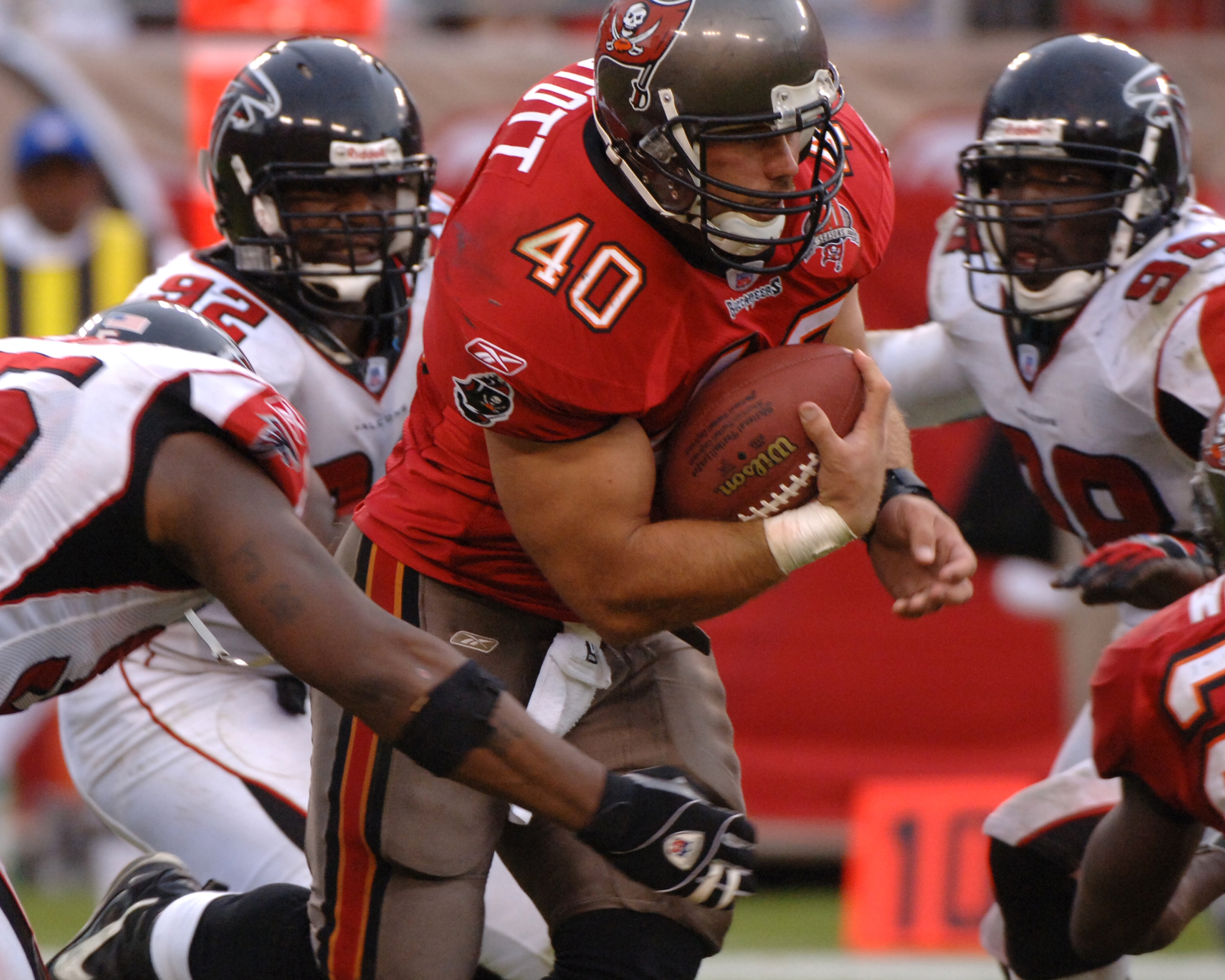 Tampa Bay Buccaneers fullback Mike Alstott rushes for a gain  against the Atlanta Falcons  December 24, 2005 in Tampa.  The Bucs defeated the Falcons 27 - 24.  (Photo by Al Messerschmidt/Getty Images)