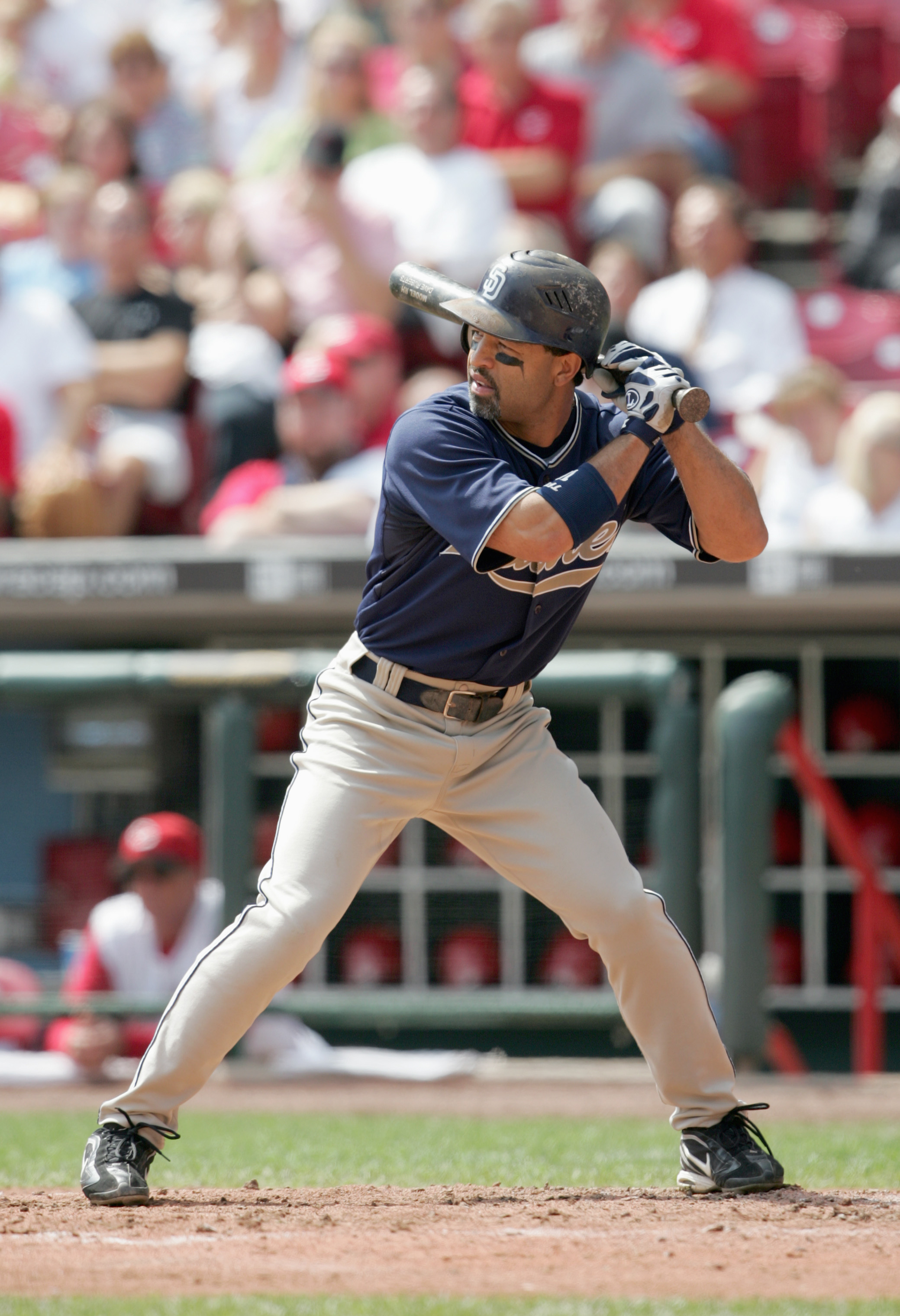 CINCINNATI - SEPTEMBER 14: Dave Roberts #10 of the San Diego Padres stands ready at bat against the Cincinnati Reds at Great American Ball Park September 14, 2006 in Cincinnati, Ohio. The Padres defeated the Reds 4 to 2. (Photo by Andy Lyons/Getty Images)