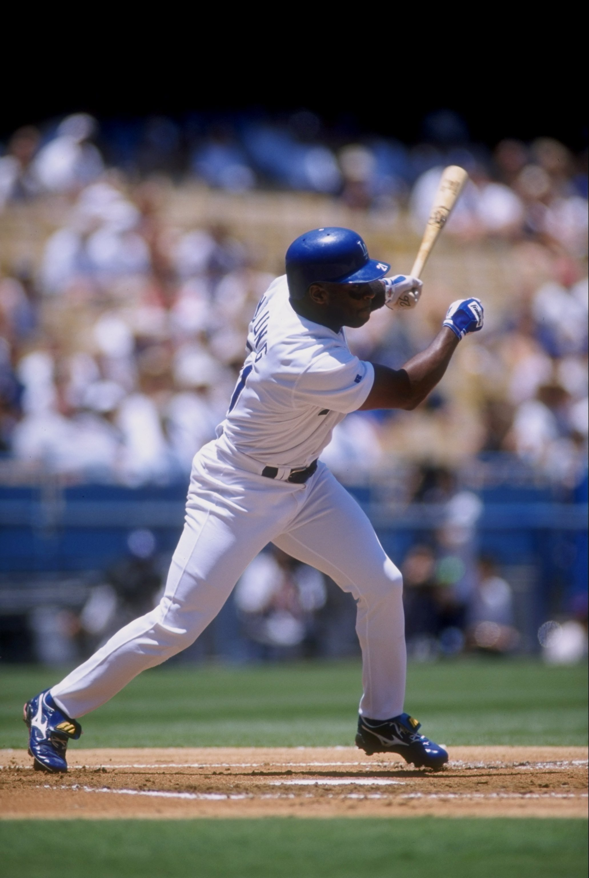 9 Jul 1998: Infielder Eric Young #21 of the Los Angeles Dodgers in action during a game against the San Diego Padres at Dodger Stadium in Los Angeles, California. The Dodgers won the game, 12-3.