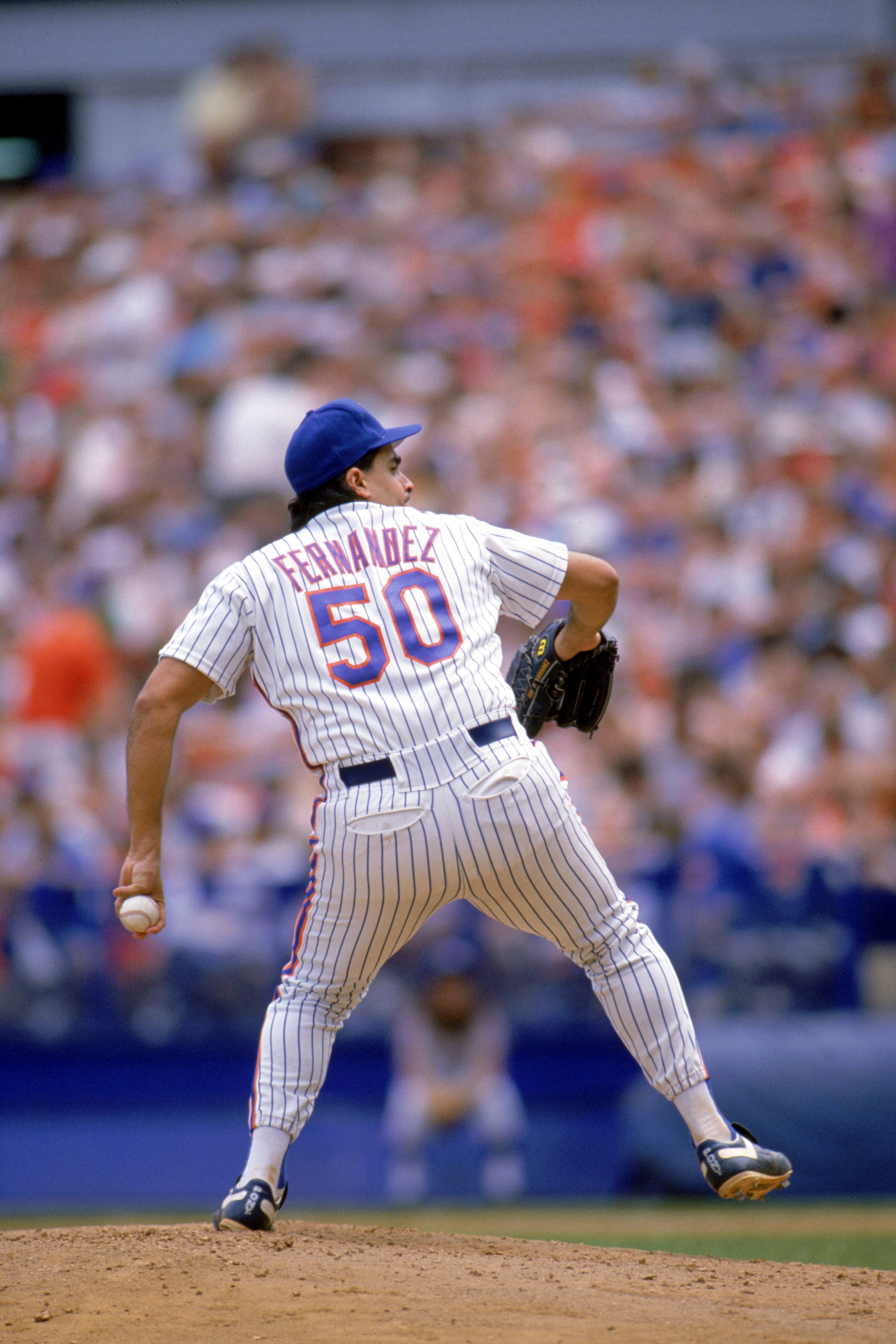 1989:  Sid Fernandez of the New York Mets winds back to pitch during a game in the 1989 season. ( Photo by: Rick Stewart/Getty Images)
