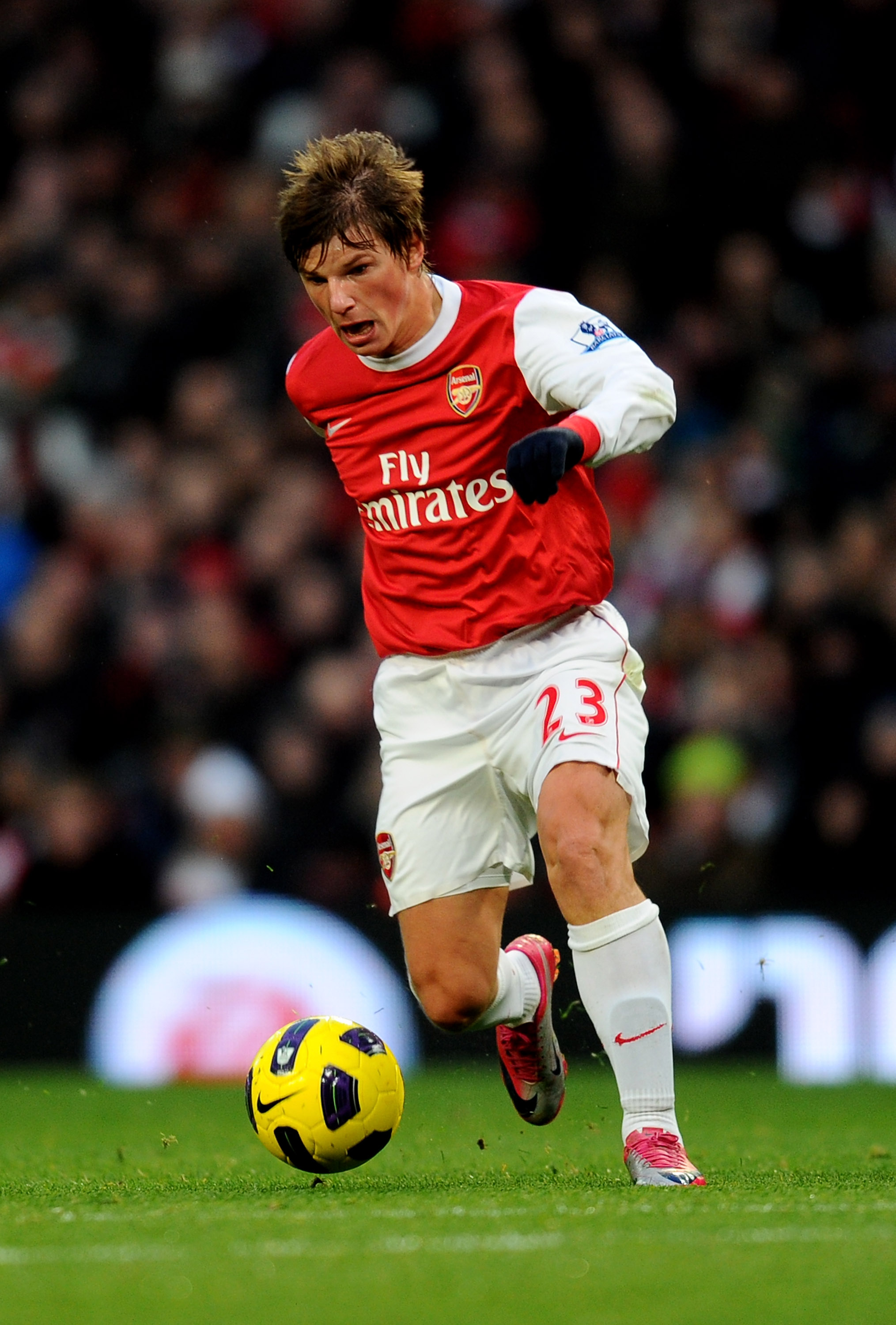 LONDON, ENGLAND - DECEMBER 04:  Andrey Arshavin of Arsenal during the Barclays Premier League match between Arsenal and Fulham at the Emirates Stadium on December 4, 2010 in London, England.  (Photo by Mike Hewitt/Getty Images)