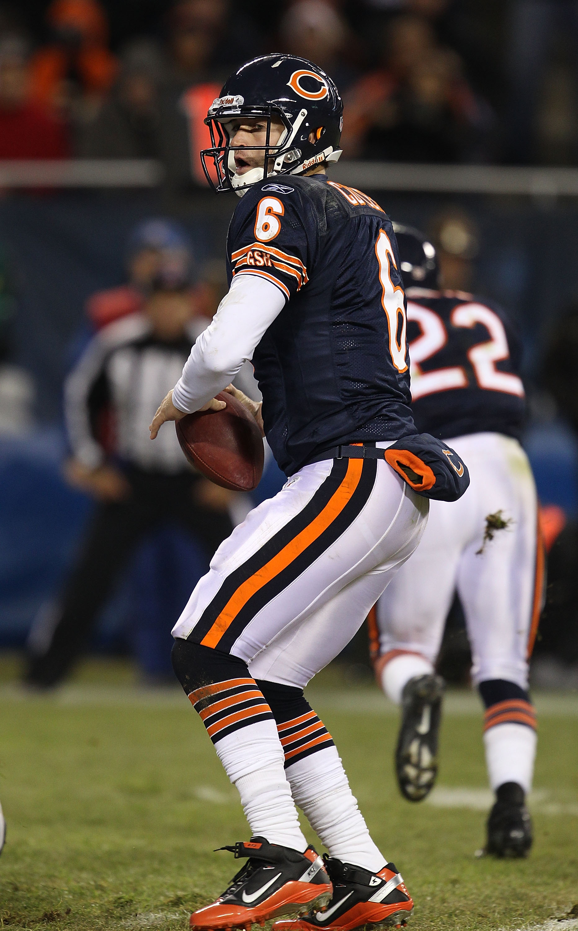 CHICAGO - NOVEMBER 28: Jay Cutler #6 of the Chicago Bears drops back to pass against of the Philadelphia Eagles at Soldier Field on November 28, 2010 in Chicago, Illinois. The Bears defeated the Eagles 31-26. (Photo by Jonathan Daniel/Getty Images)