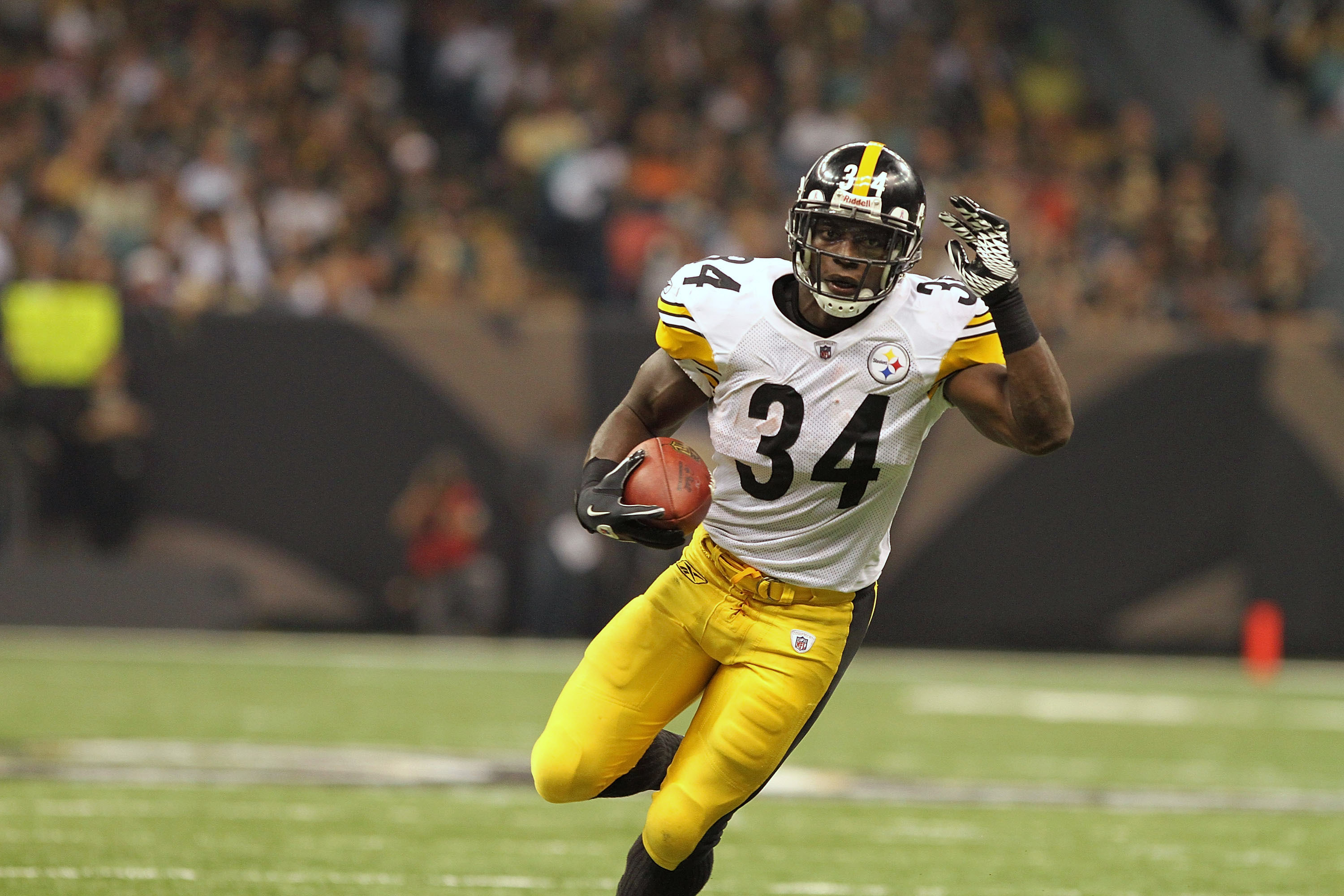 NEW ORLEANS, LA - OCTOBER 31: Rashard Mendenhall #34 of the Pittsburgh Steelers in action during the game against the New Orleans Saints at the Louisiana Superdome on October 31, 2010 in New Orleans, Louisiana. (Photo by Matthew Sharpe/Getty Images)