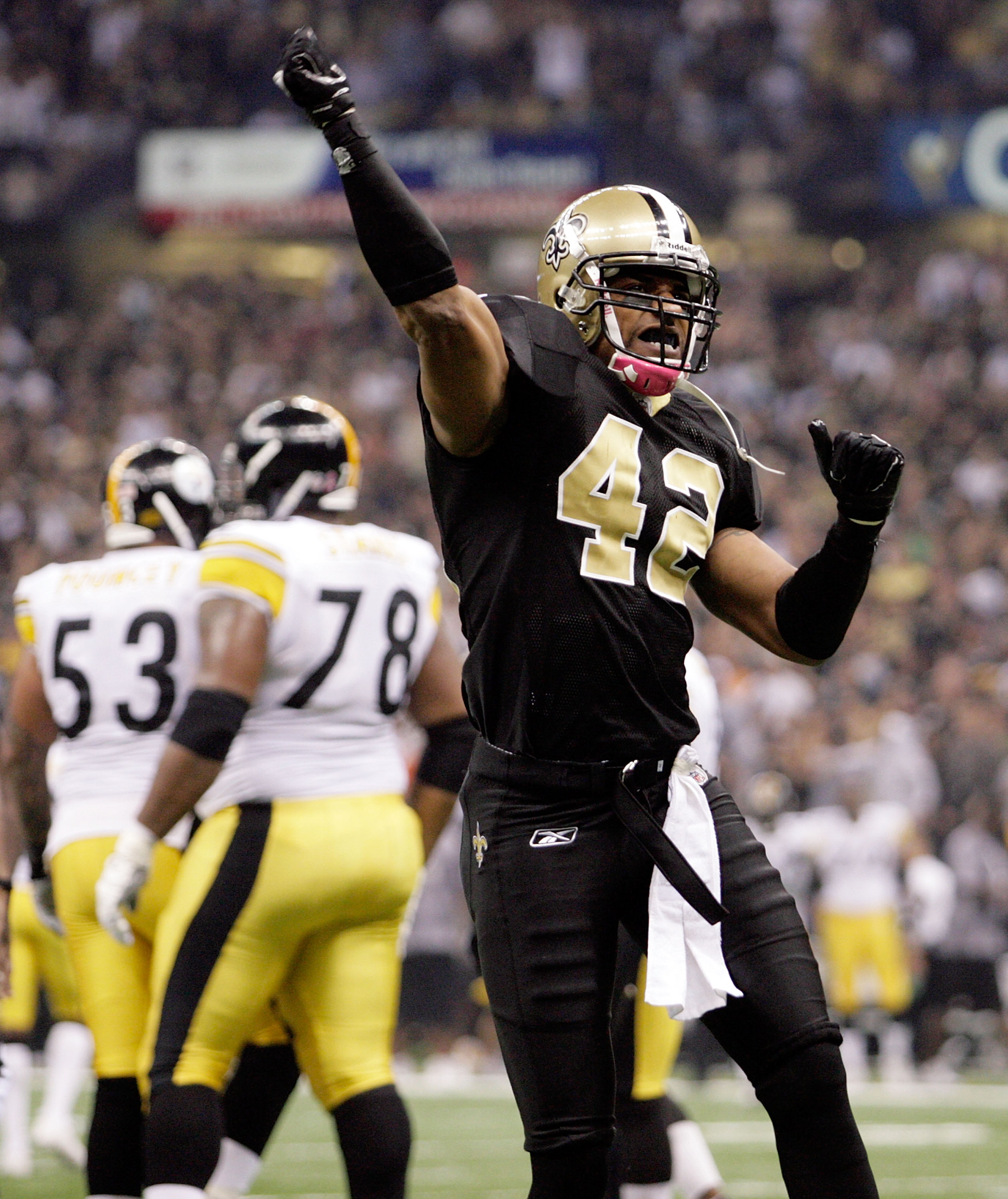 NEW ORLEANS, LA - OCTOBER 31: Darren Sharper #42 of the New Orleans Saints celebrates a play during the game against the Pittsburgh Steelers at the Louisiana Superdome on October 31, 2010 in New Orleans, Louisiana. (Photo by Matthew Sharpe/Getty Images)