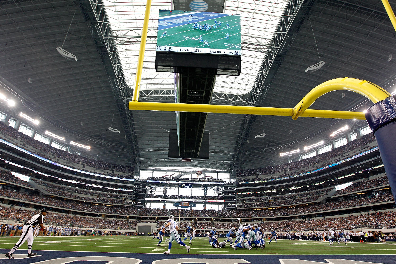 ARLINGTON, TX - NOVEMBER 21:  The Dallas Cowboys take on the Detroit Lions at Cowboys Stadium on November 21, 2010 in Arlington, Texas.  The Cowboys beat the Lions 35-19.  (Photo by Tom Pennington/Getty Images)