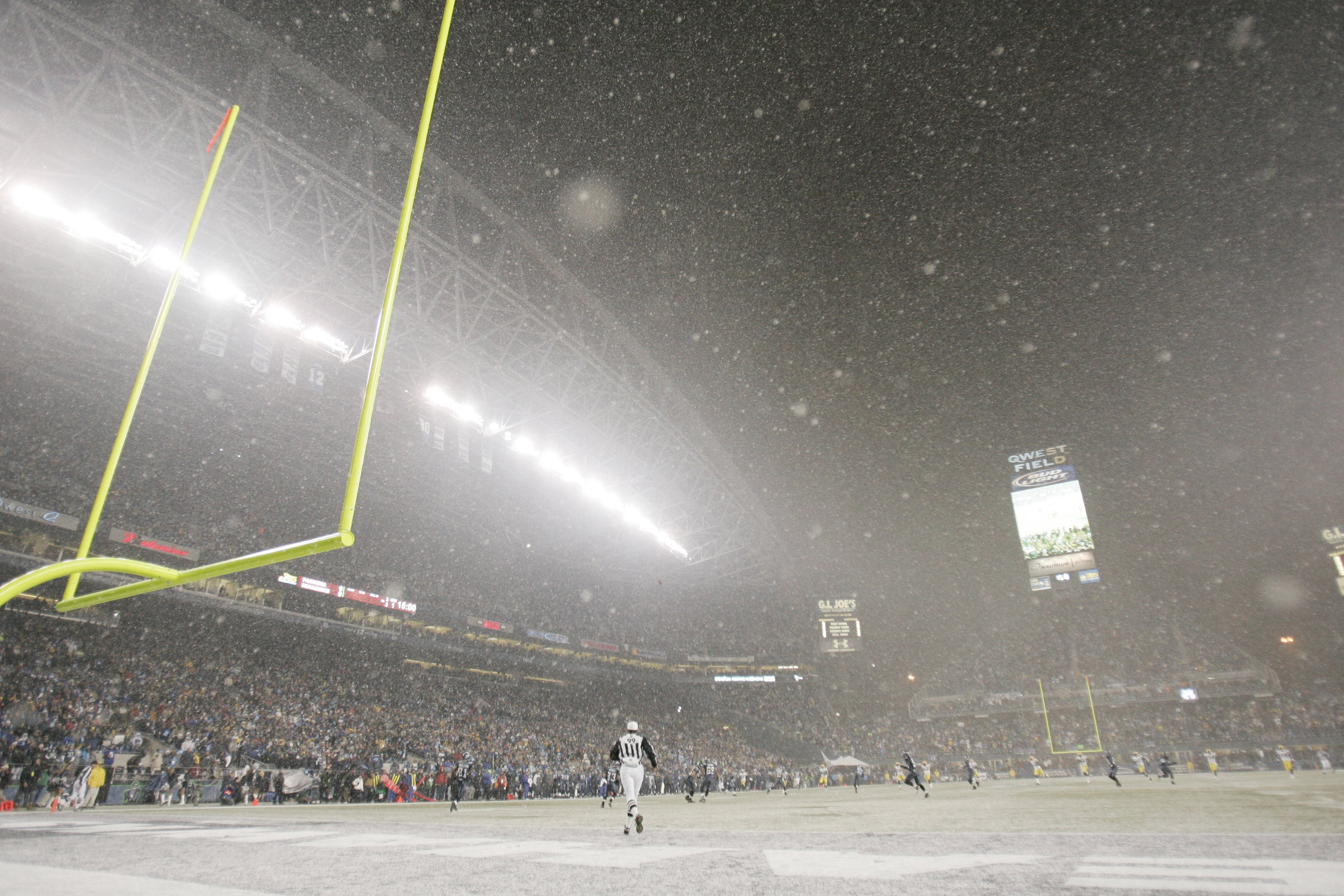 SEATTLE - NOVEMBER 27:  Snow falls during the Seattle Seahawks game against the Green Bay Packers on November 27, 2006 at Qwest Field in Seattle, Washington. The Seahawks defeated the Packers 34-24. (Photo by Jonathan Ferrey/Getty Images)