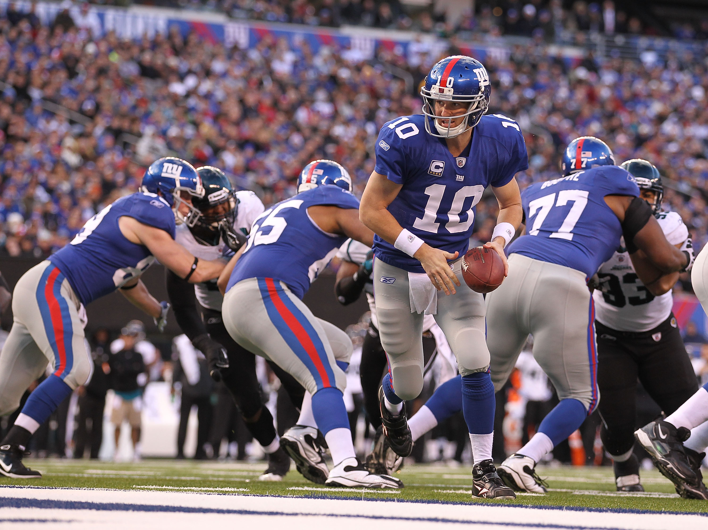 EAST RUTHERFORD, NJ - NOVEMBER 28:  Eli Manning #10 of the New York Giants in action against the Jacksonville Jaguars during their game on November 28, 2010 at The New Meadowlands Stadium in East Rutherford, New Jersey.  (Photo by Al Bello/Getty Images)